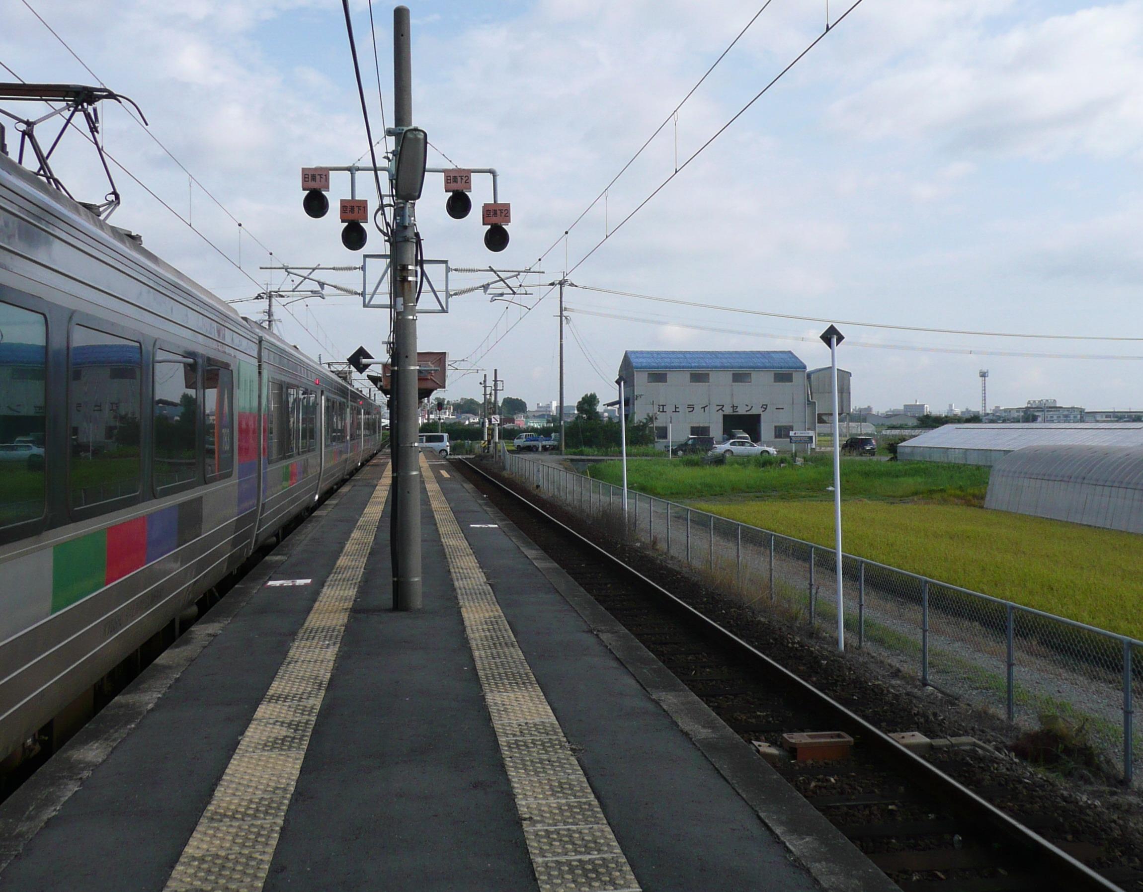 https://upload.wikimedia.org/wikipedia/commons/3/32/Tayoshi_station_home.jpg