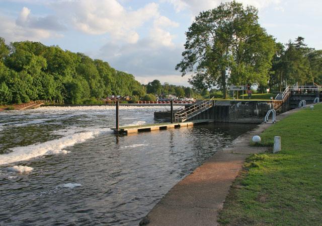 The River Trent at Gunthorpe Lock - geograph.org.uk - 1398902