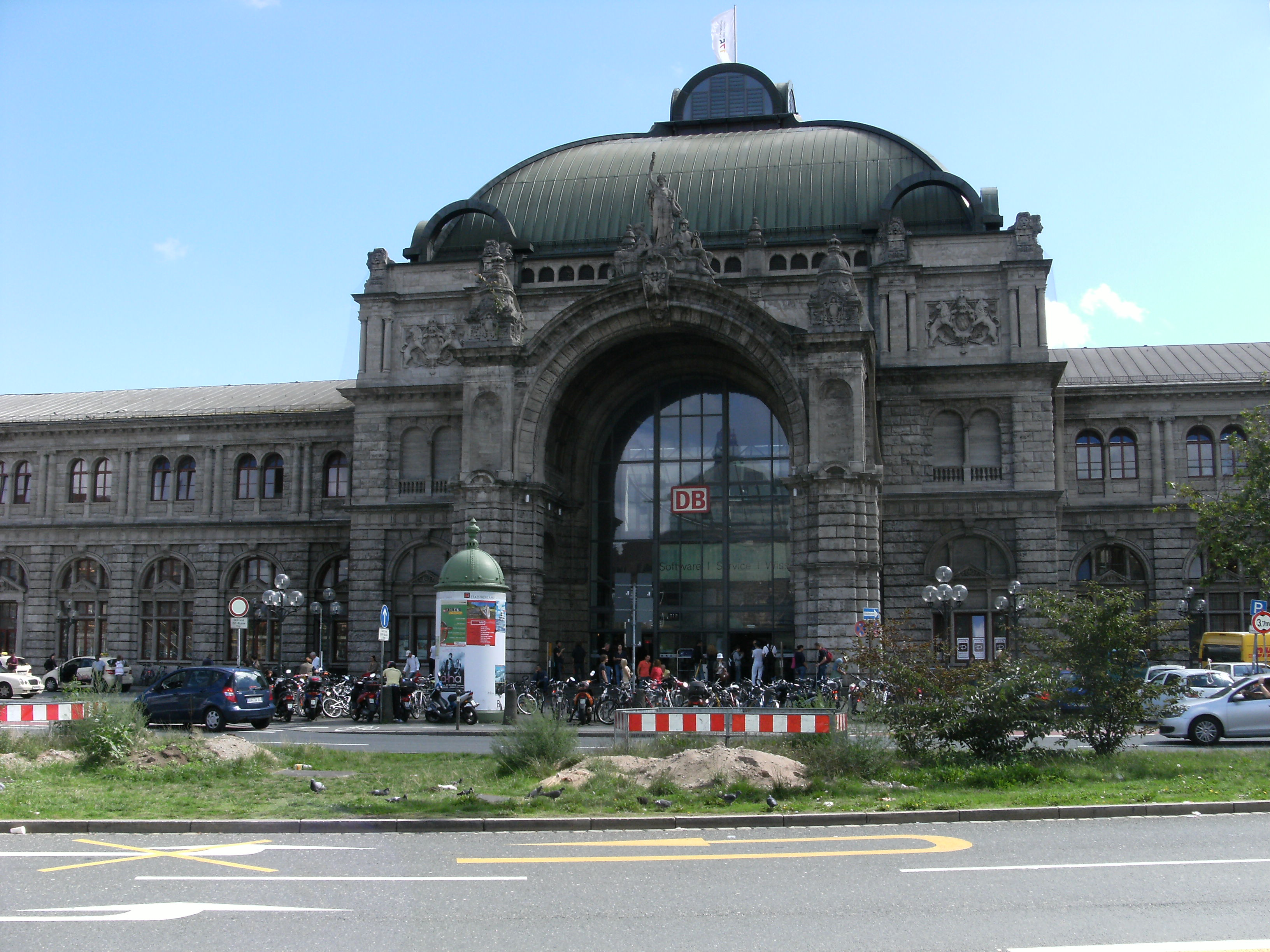 f jl train station n rnberg jpg wikip dia. Black Bedroom Furniture Sets. Home Design Ideas