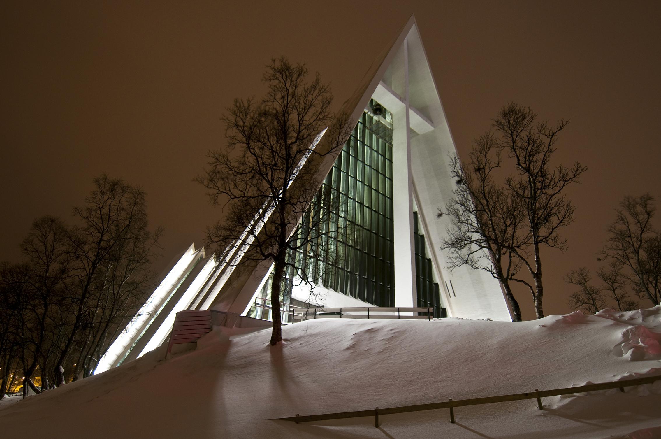 Arhitektura Tromsdalen_kirke_%28Ishavskatedralen%29_-_The_Arctic_Cathedral_%285557802765%29