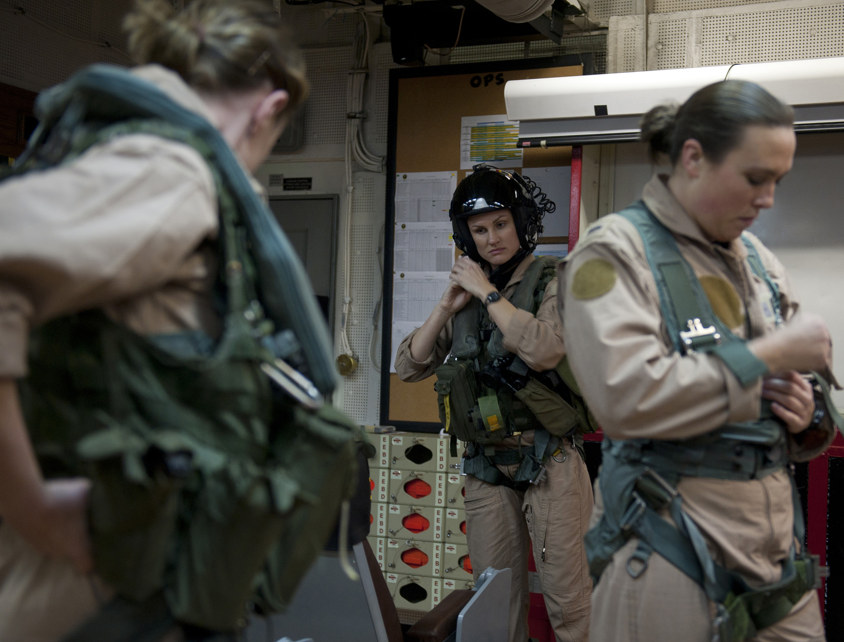 File Us Navy 120125 N Dr144 077 Pilot Lt Ashley Ruic
