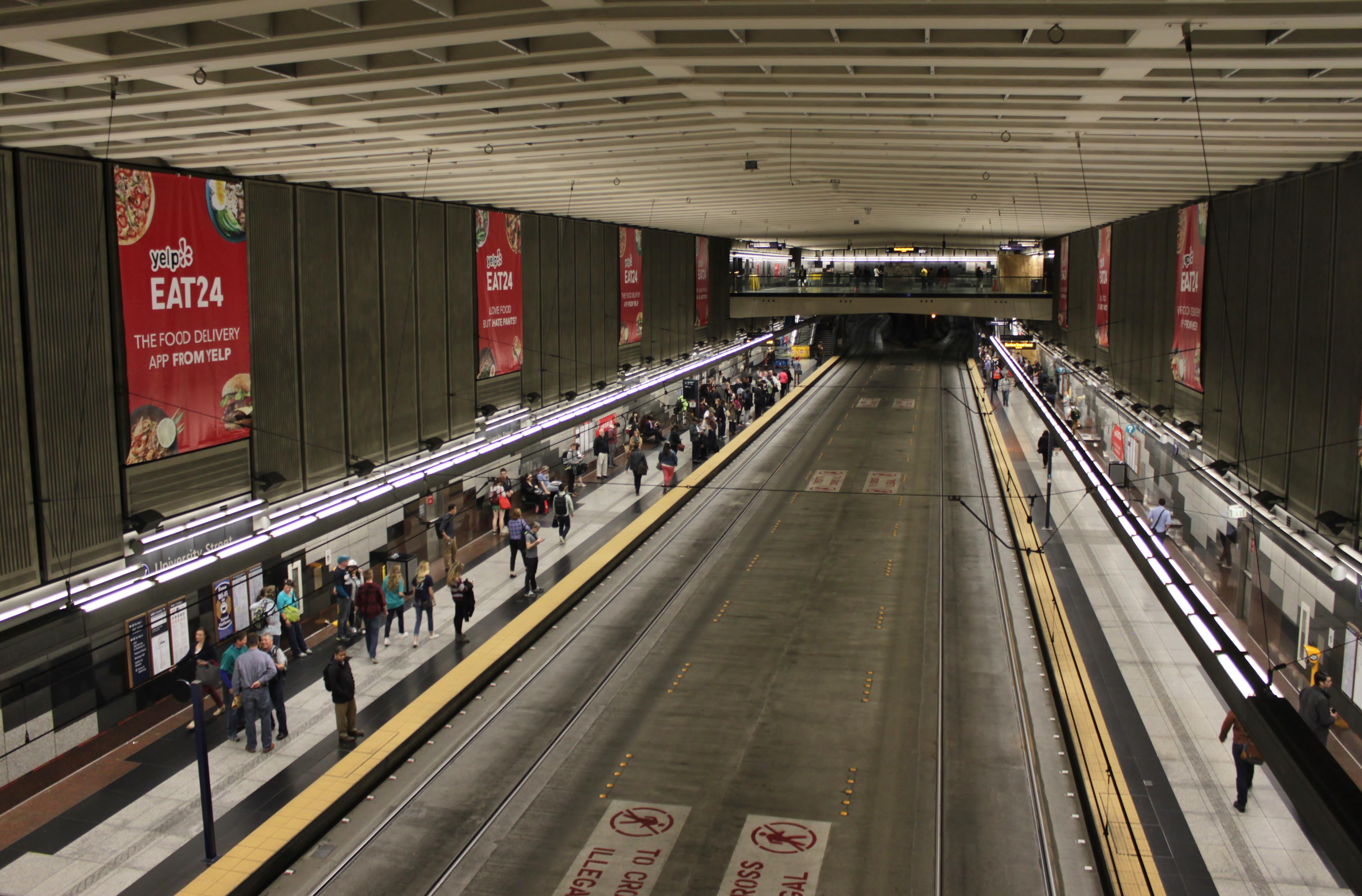 137485987f04 University Street station - Wikipedia
