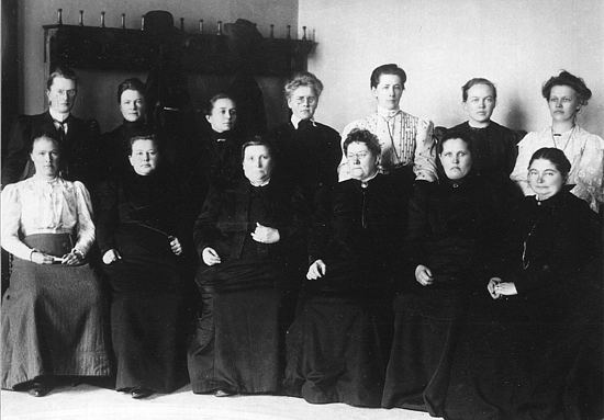 13 of the total of 19 female MPs, who were the first female MPs in the world, elected in Finland's parliamentary elections in 1907 Women in Finnish Parliament (1907).jpg