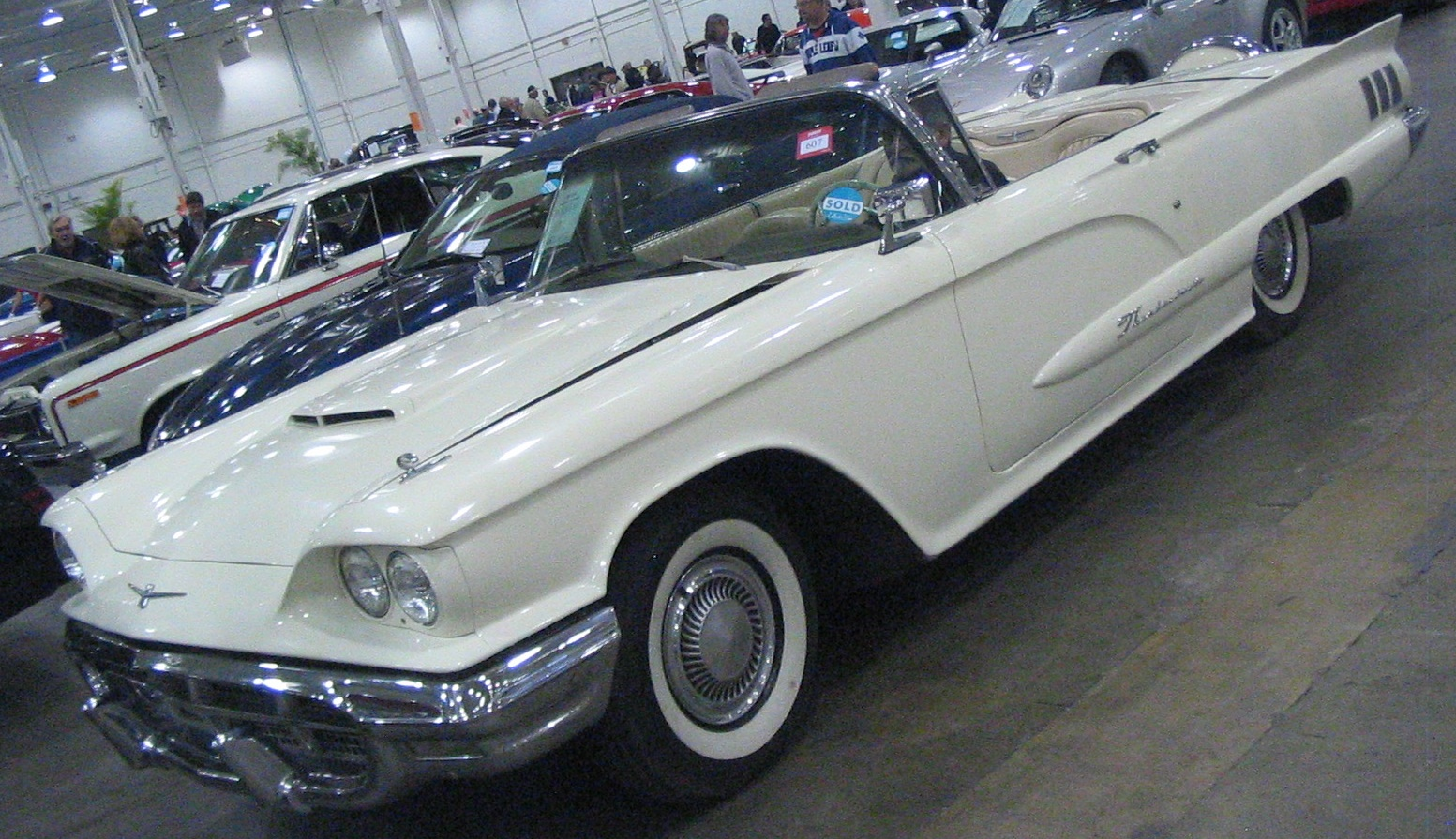 file 39 60 ford thunderbird convertible toronto spring 39 12 classic car auction jpg wikimedia. Black Bedroom Furniture Sets. Home Design Ideas