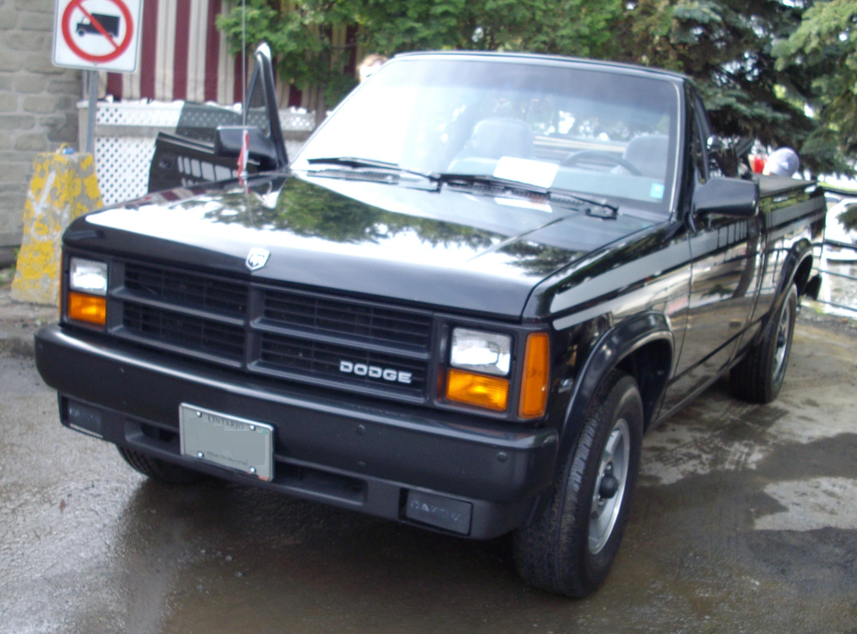 File:1990 Dodge Dakota (Cruisin' At The Boardwalk '12).jpg ...