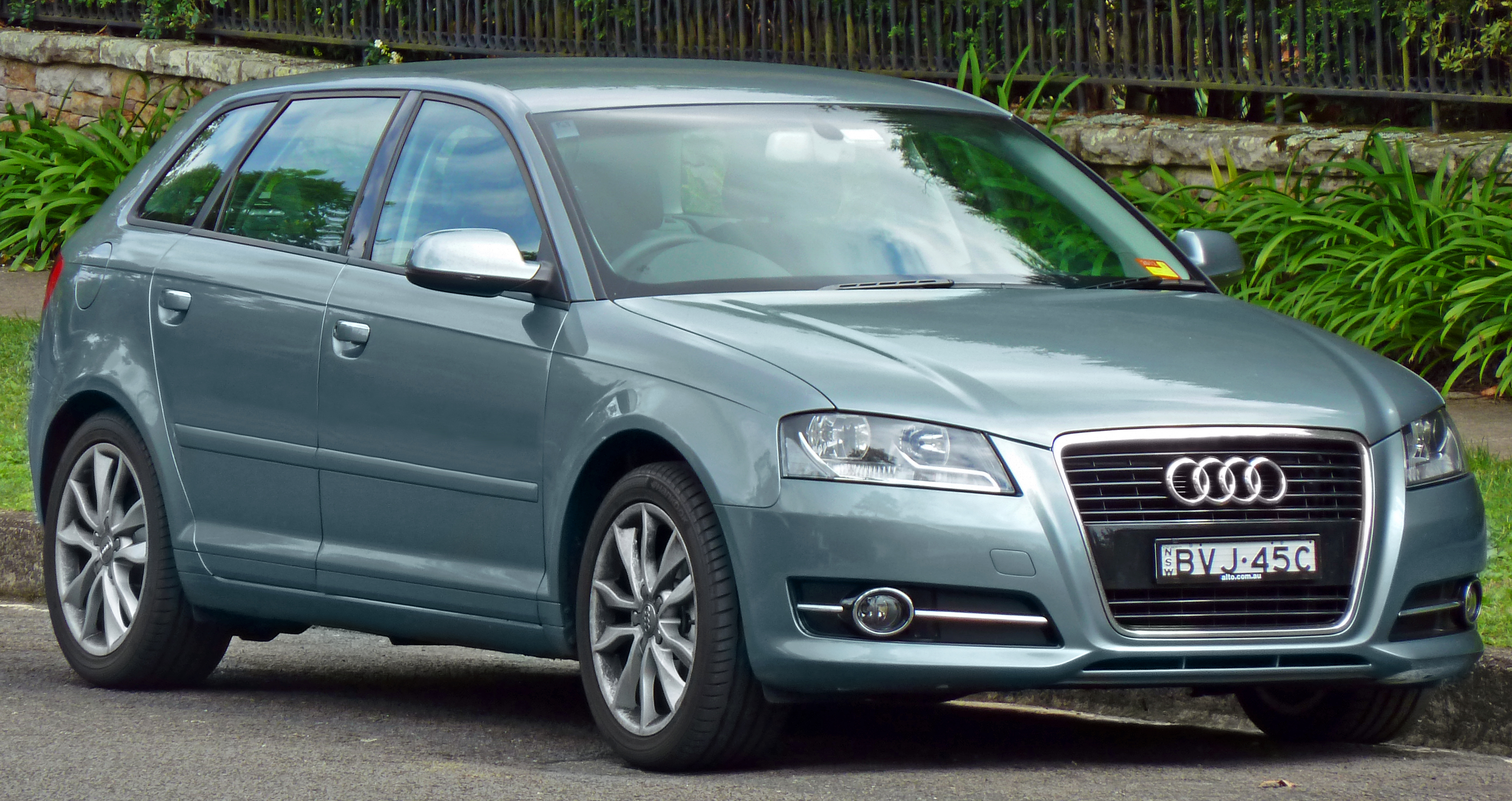 File:2010-2011 Audi A3 (8PA) Ambition 1.8 TFSI 5-door