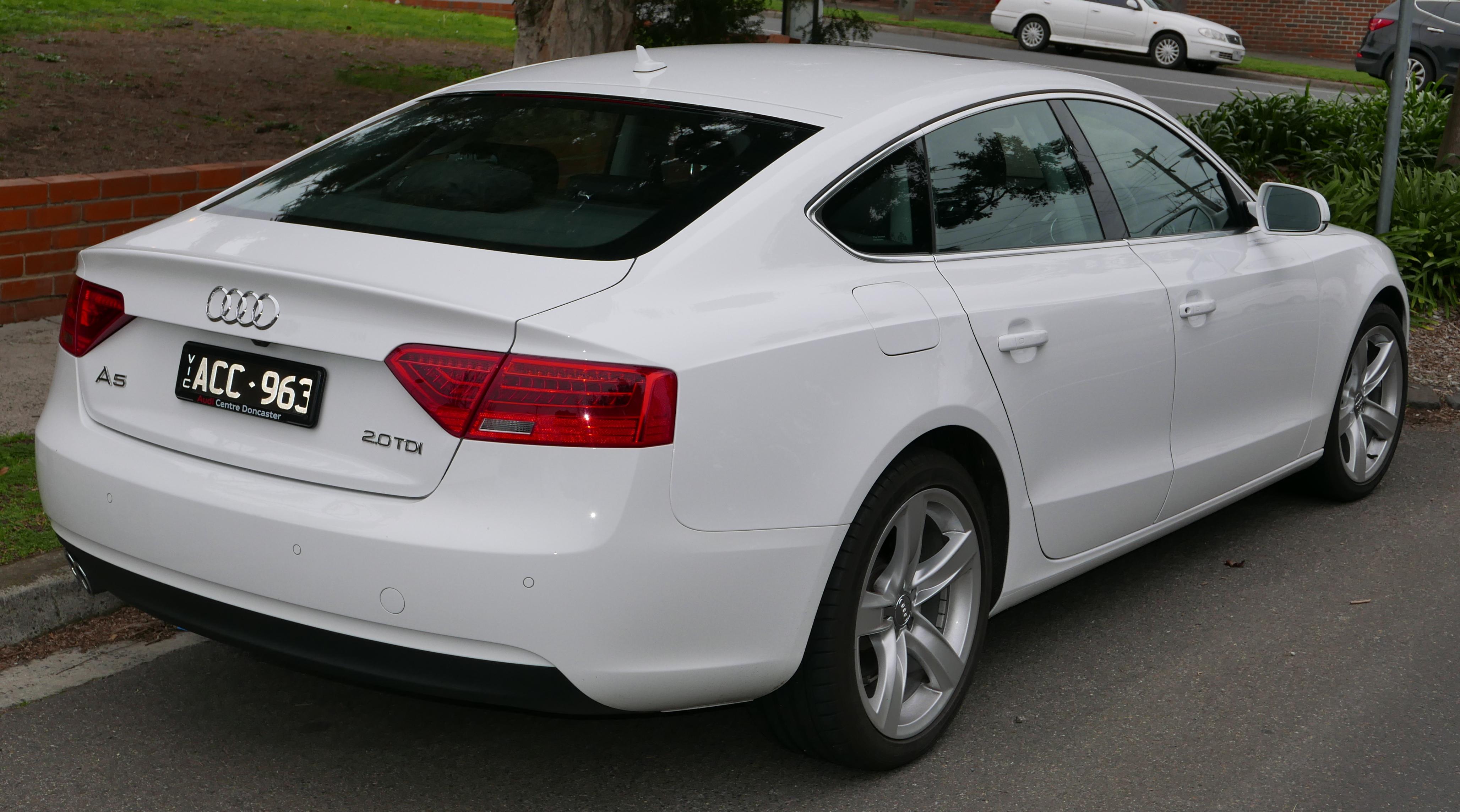 File:2014 Audi A5 (8T MY14) 2.0 TDI quattro Sportback ...