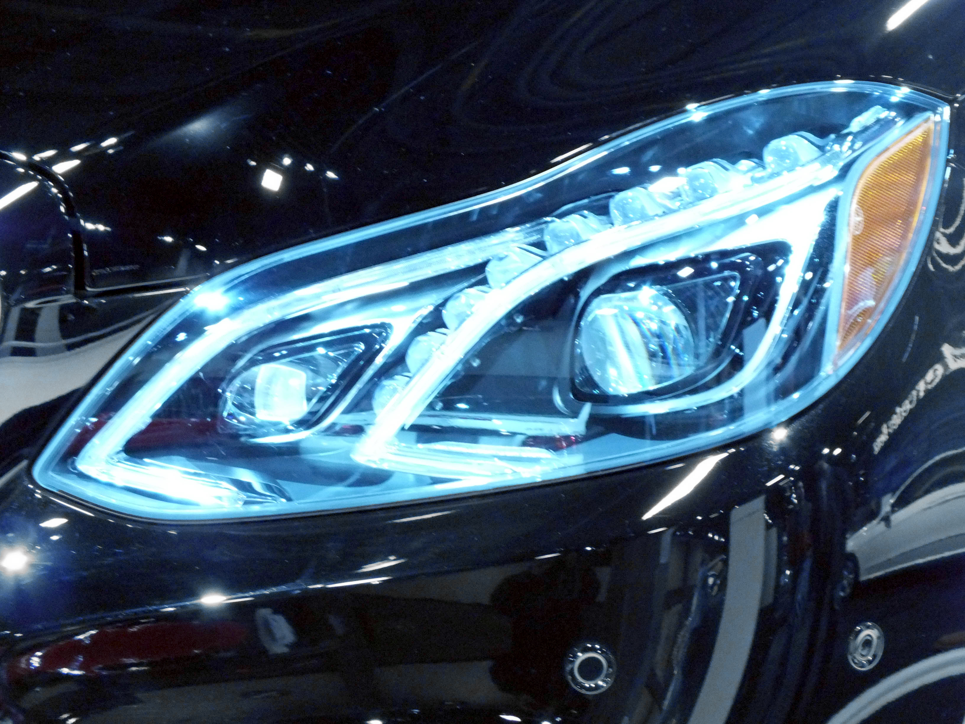 File 2014 mercedes benz e class led for Mercedes benz headlights