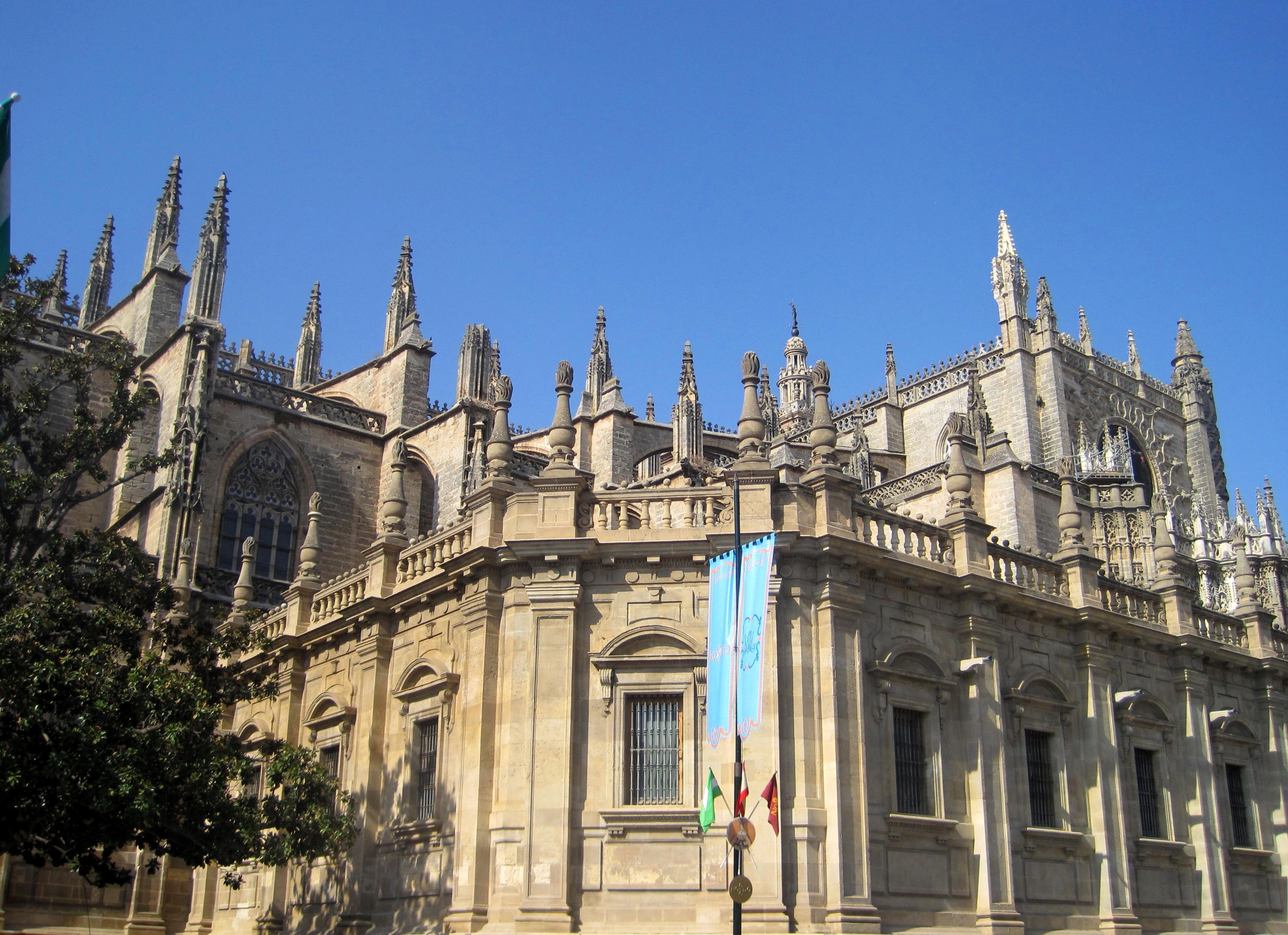 File 5 2 fachada sur de la catedral de sevilla sevilla jpg for Exterior catedral de sevilla