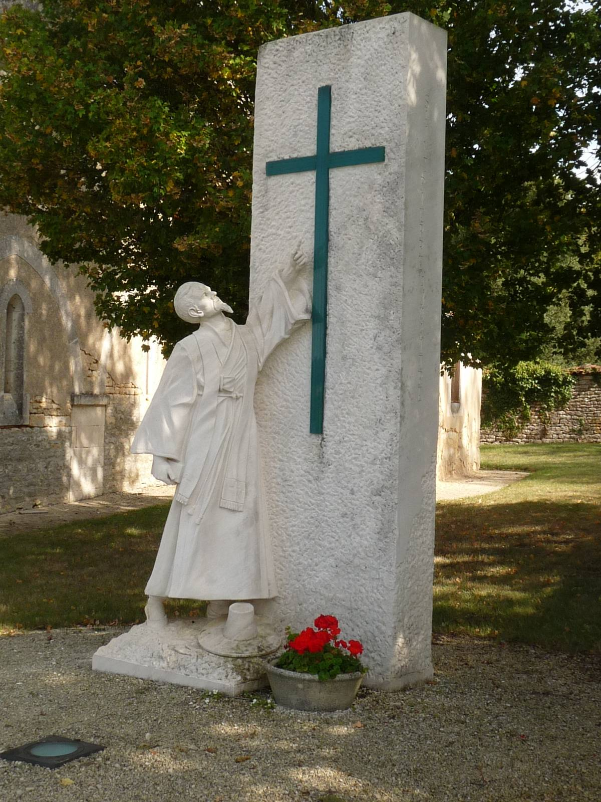 Monument over Peter Aumaître i landsbyen Aizecq