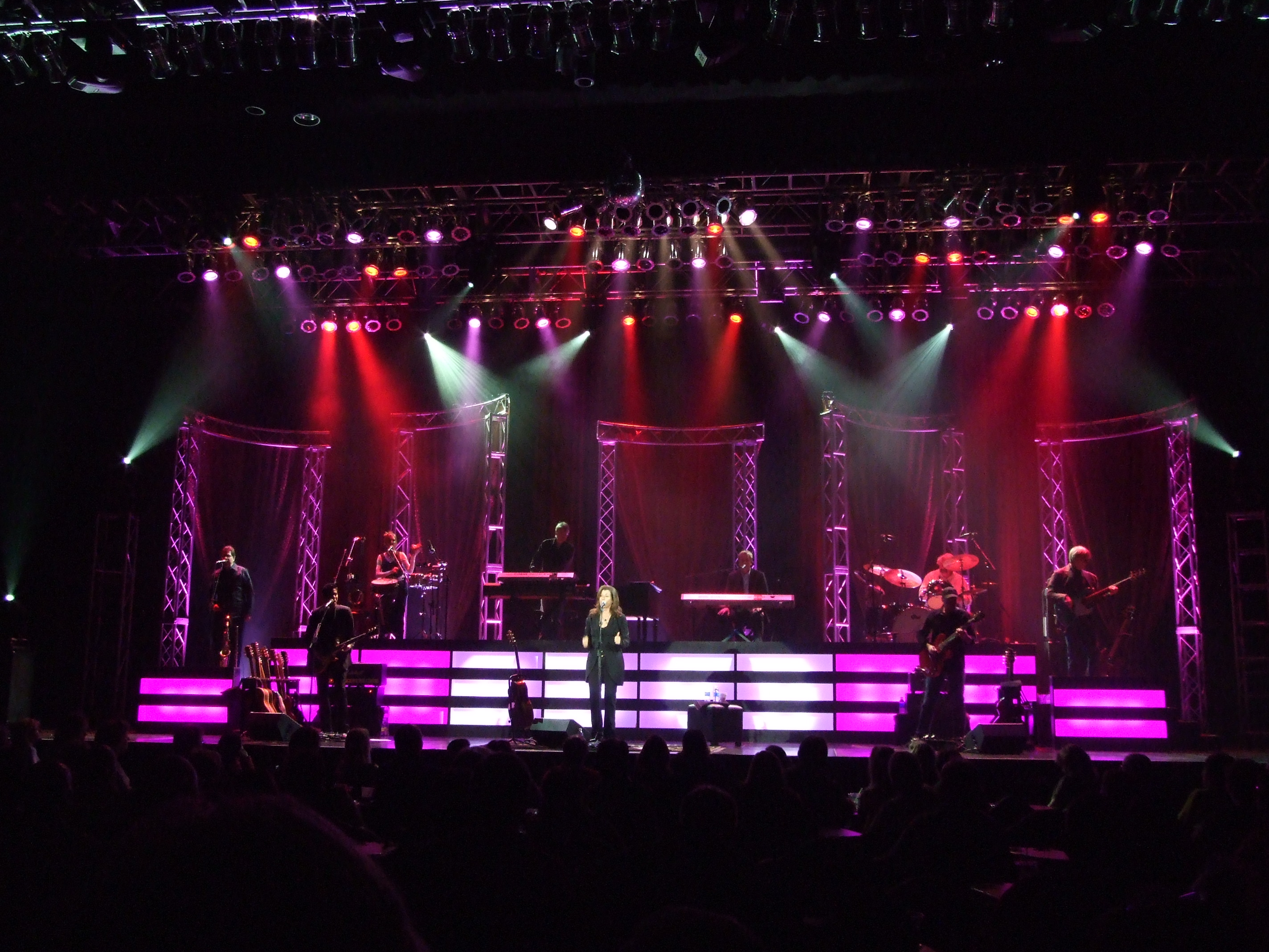 Amy Grant on Stage at the Peppermill Concert Hall in West Wendover, Nevada.jpg