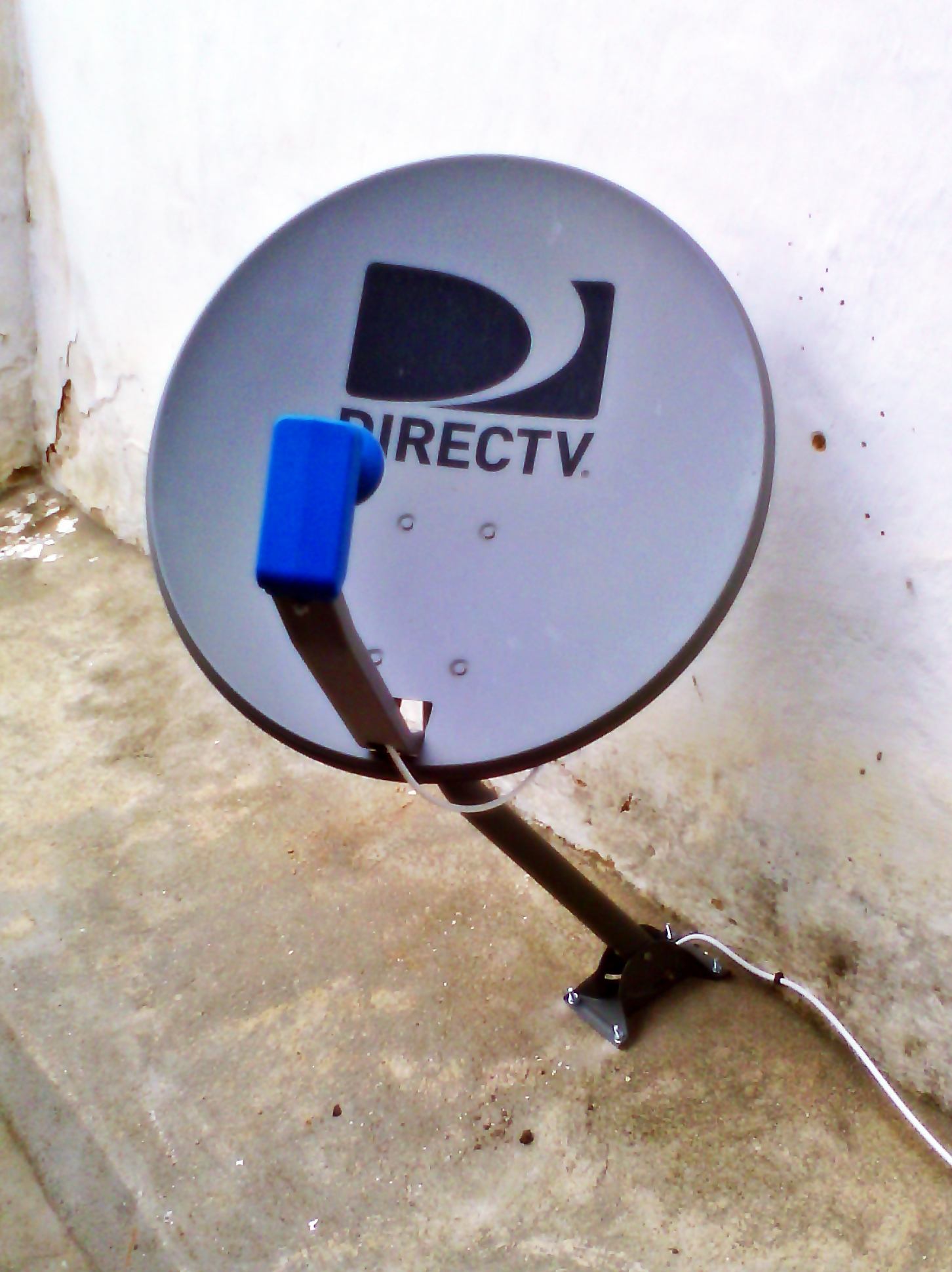 "DirecTV AC7-V 2-LNB ""Standard"" satellite dish only in Latin America"