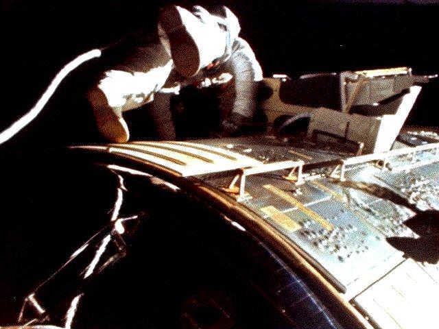 Apollo_15_Al_Worden_during_EVA.jpg