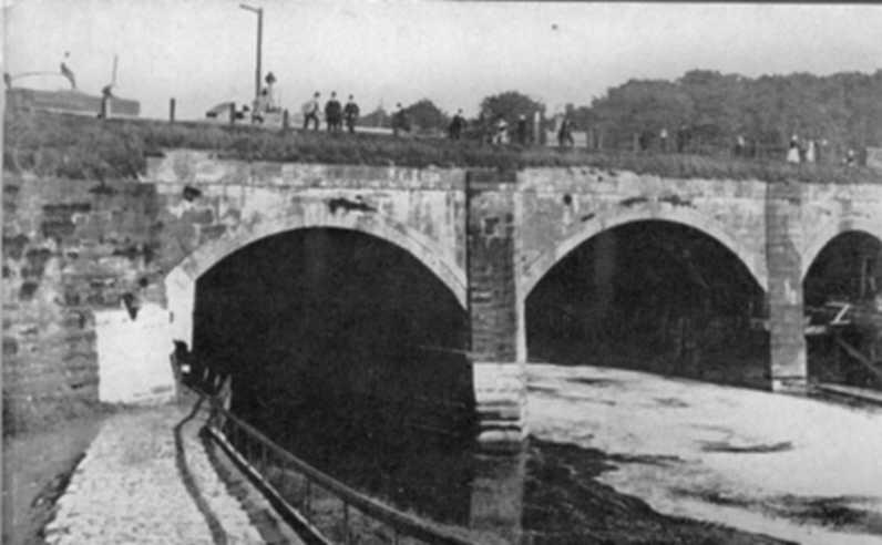 Three-span bridge