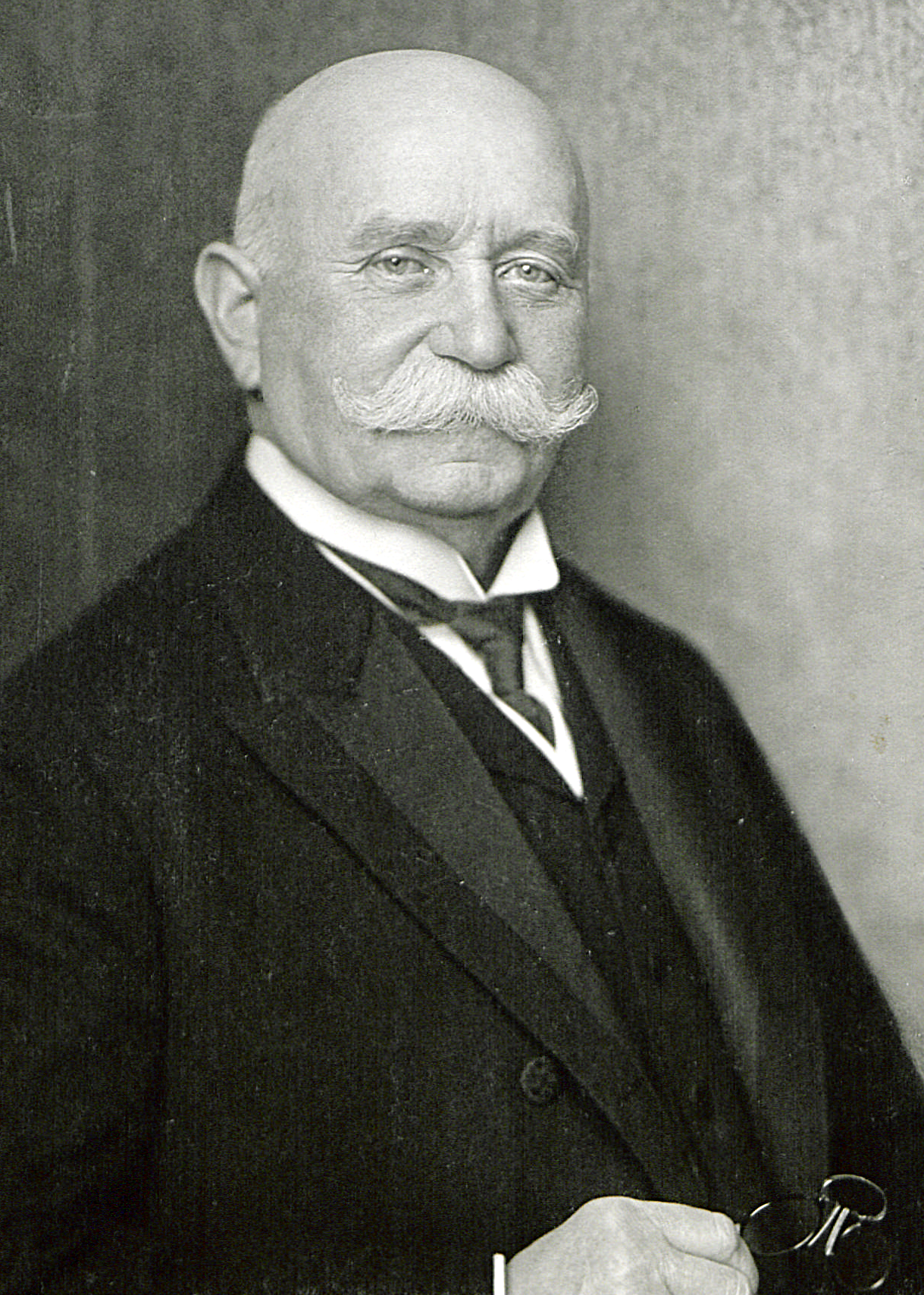 a biography of ferdinand von zeppelin The entire wikipedia with video and photo galleries for each article find something interesting to watch in seconds.