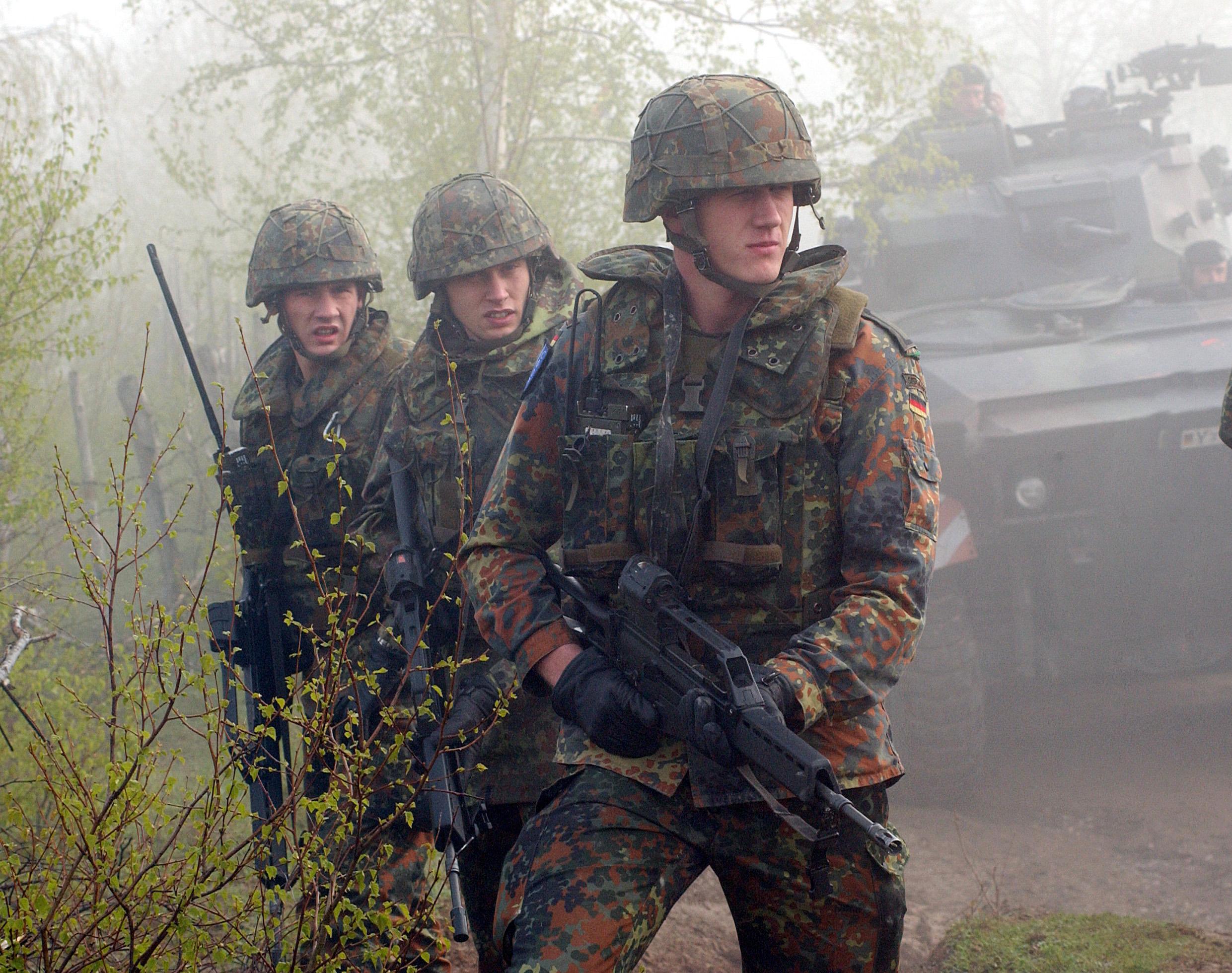 Höhe, um der Armee beizutreten