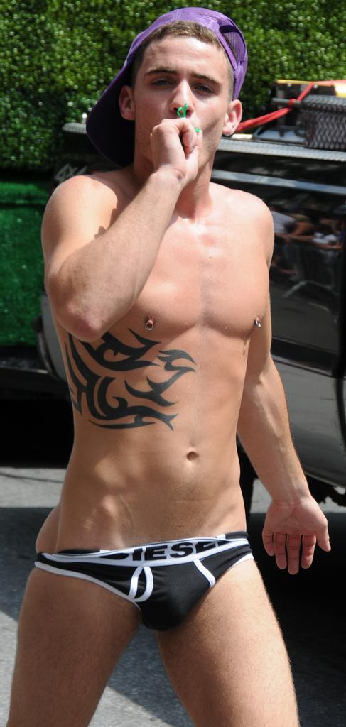 File:Butt Naked Boy (3673727843).jpg - Wikimedia Commons