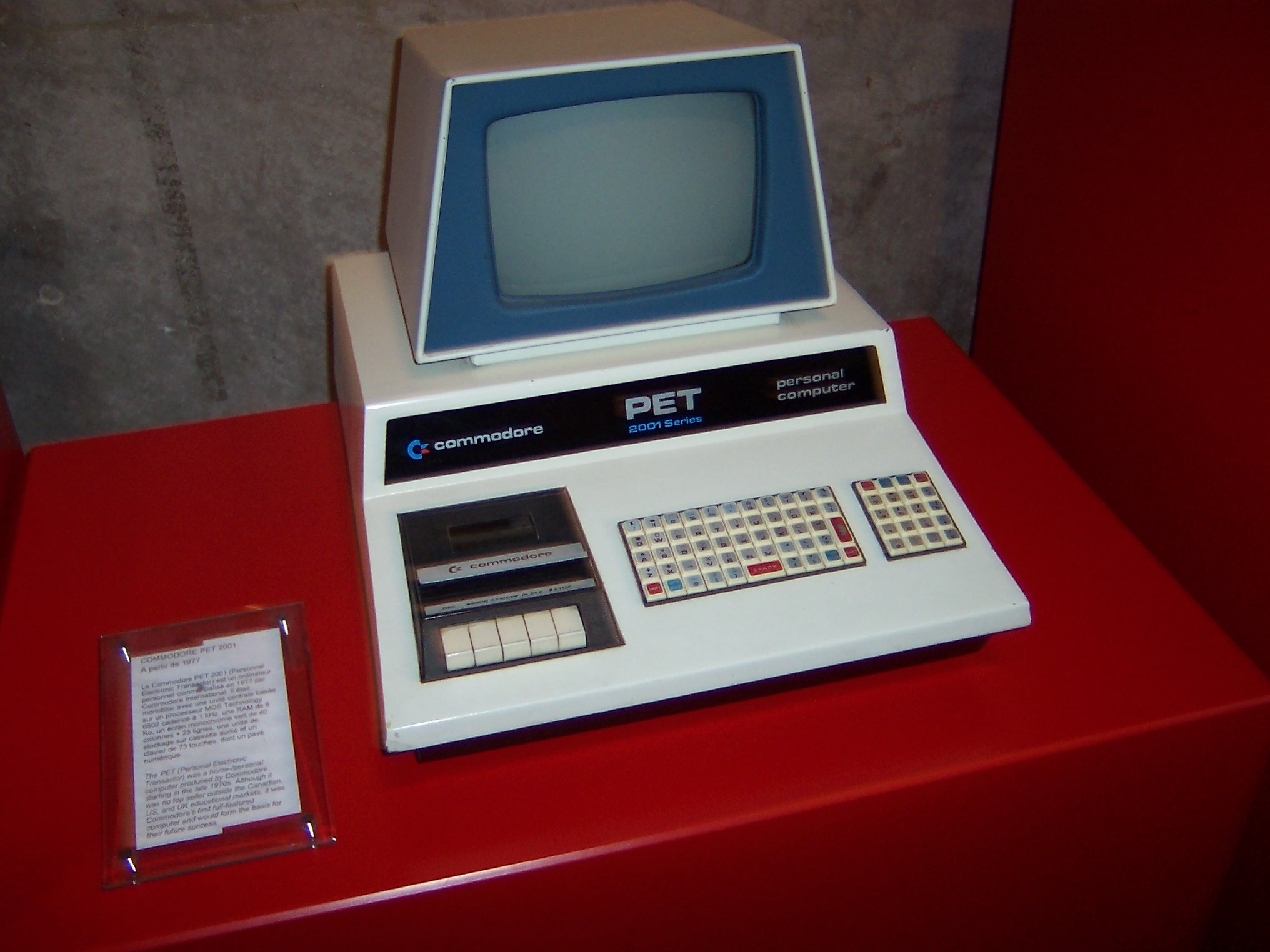 File:COMMODORE PET 2001 by Moehre1992.jpg - Wikimedia Commons