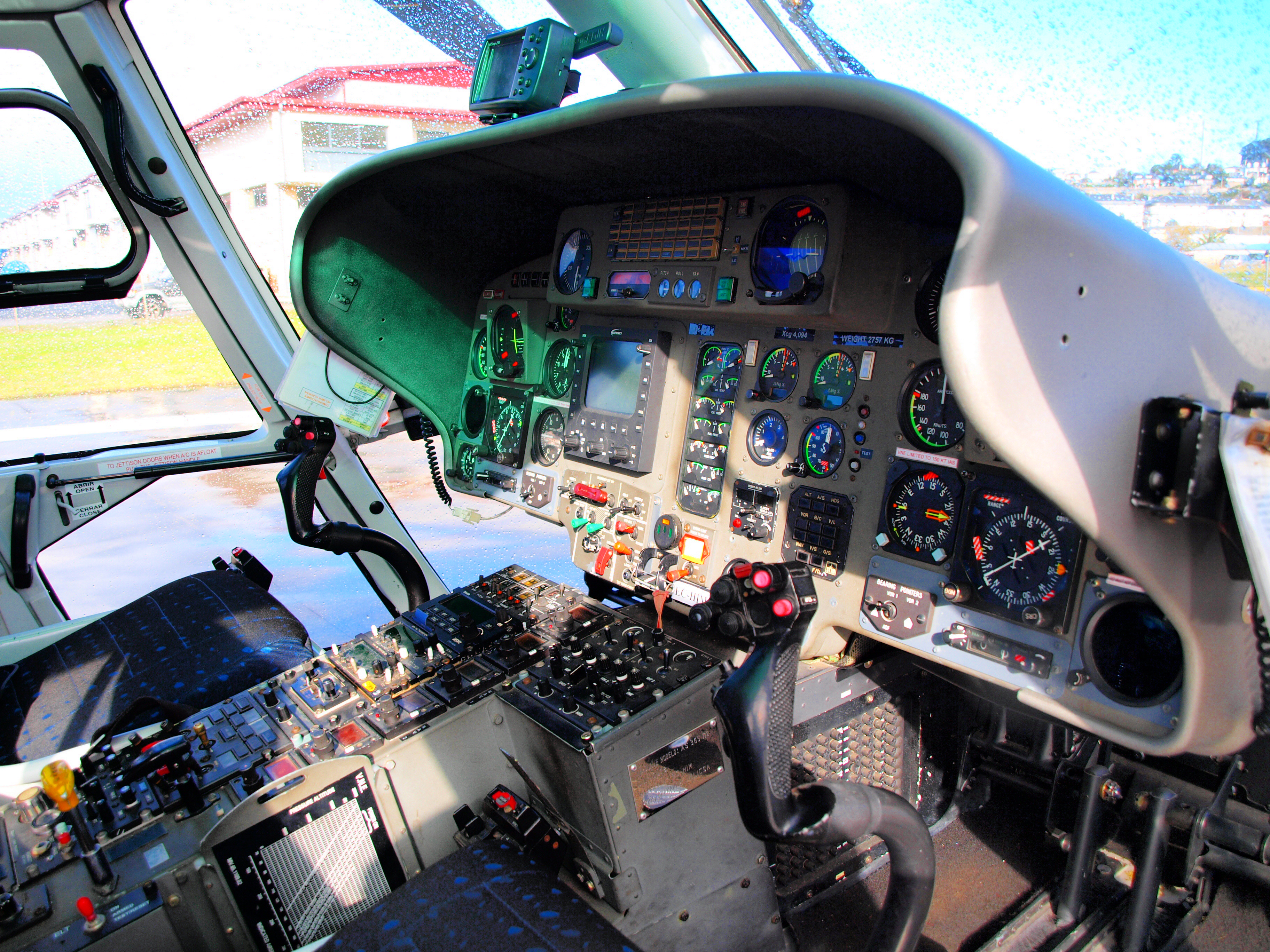 La Cabina Meaning : File:cabina del eurocopter dauphin ec him @ lepv 5359451993 .jpg