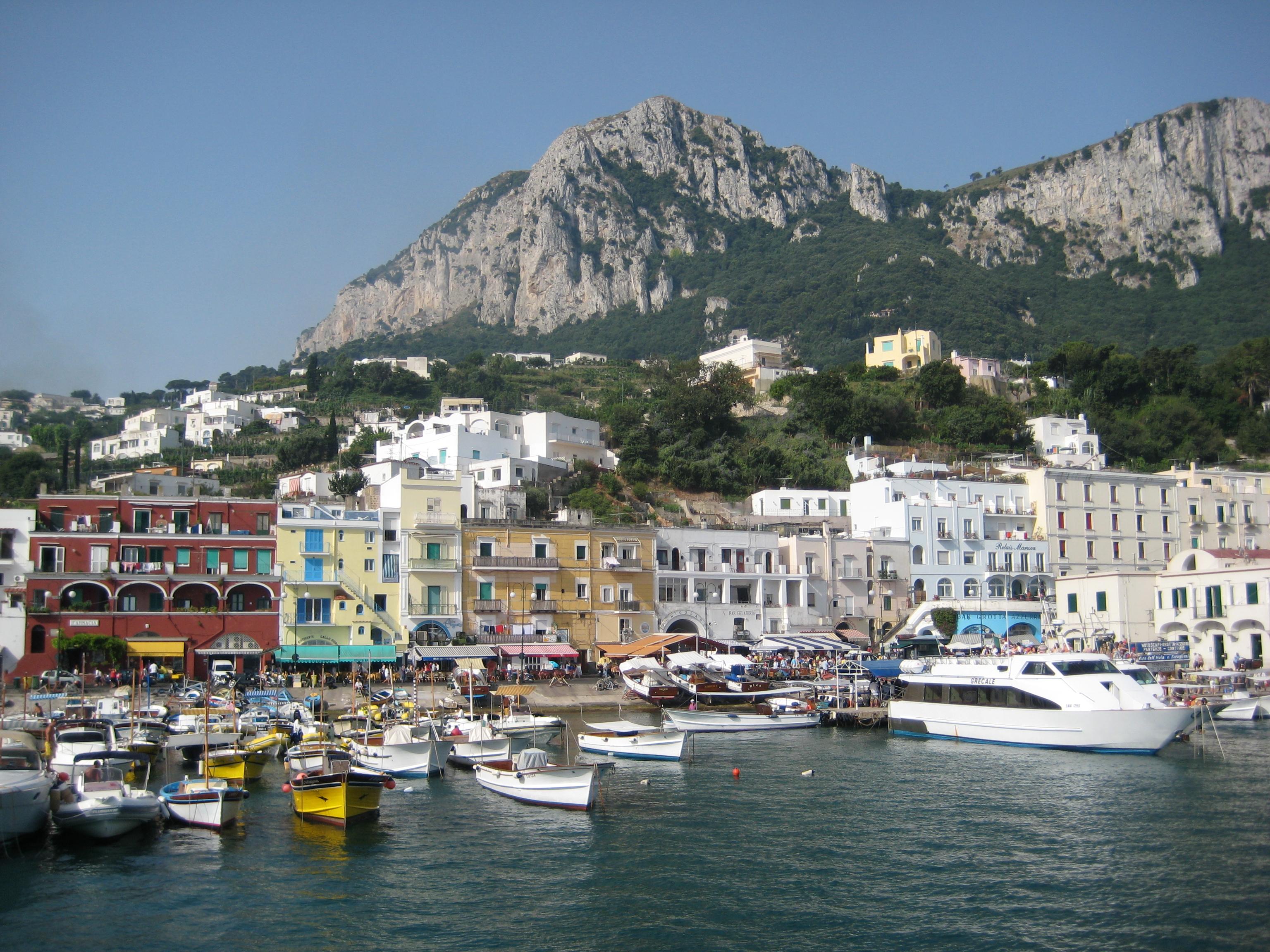 <strong>Capri</strong>_coastline.jpg