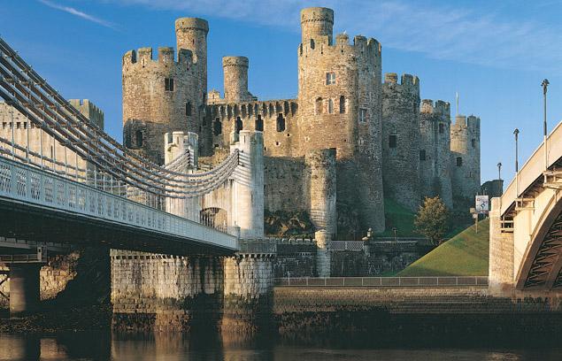 File:Conwy Castle - bridge view.jpg