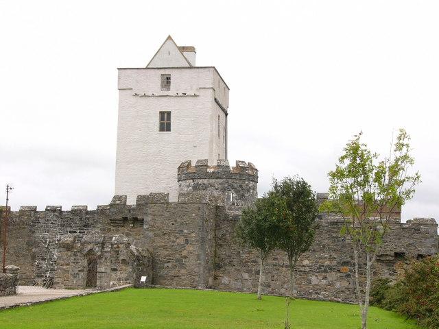 File:Doe Castle - geograph.org.uk - 417295.jpg