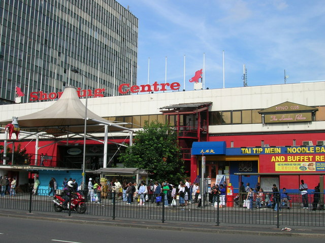 Elephant and Castle Shopping Centre, Elephant and Castle SE1 - geograph.org.uk - 1293954