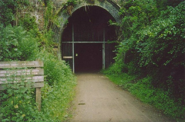 File:Entrance to Oxendon Tunnel - geograph.org.uk - 56011.jpg
