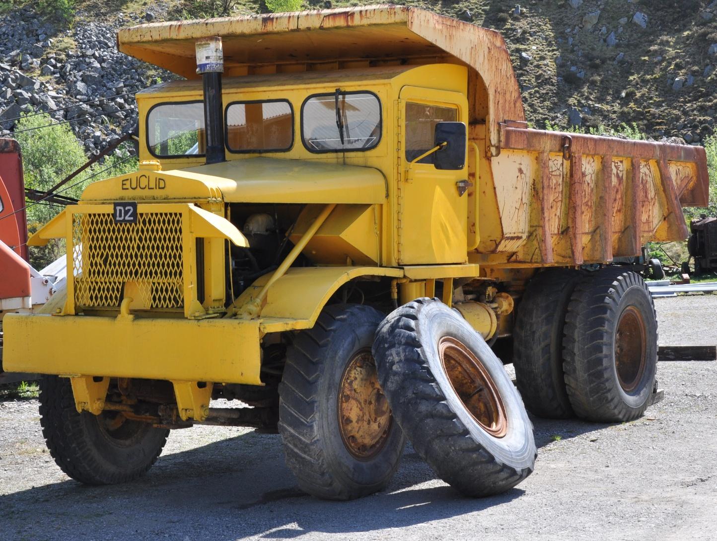 File Euclid Mining Dump Truck Jpg Wikimedia Commons