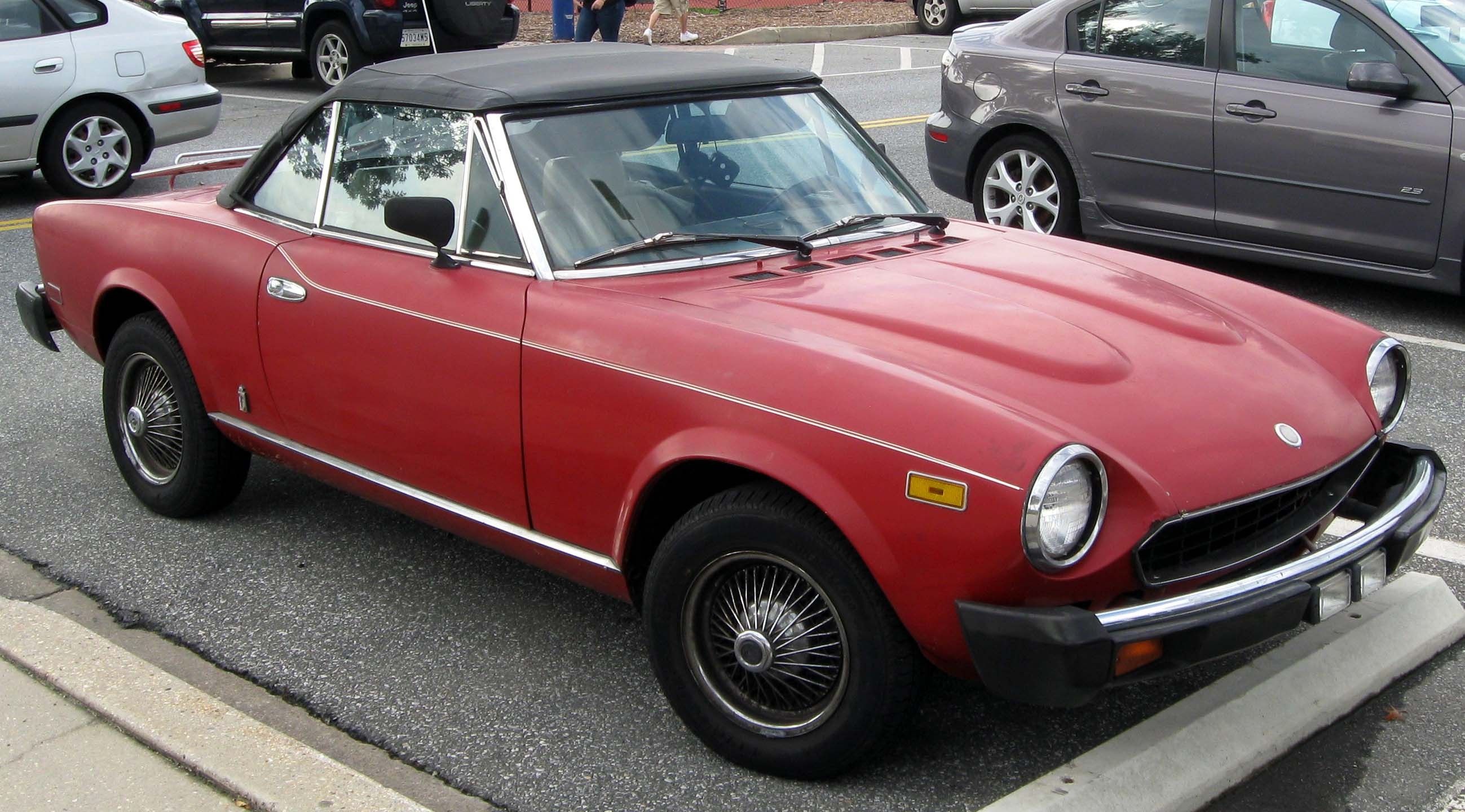 File Fiat 2000 Spider 09 28 2011 Jpg Wikimedia Commons