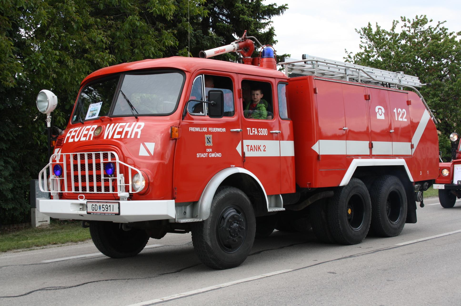 file fire engine of gm nd lower austria wikimedia. Black Bedroom Furniture Sets. Home Design Ideas