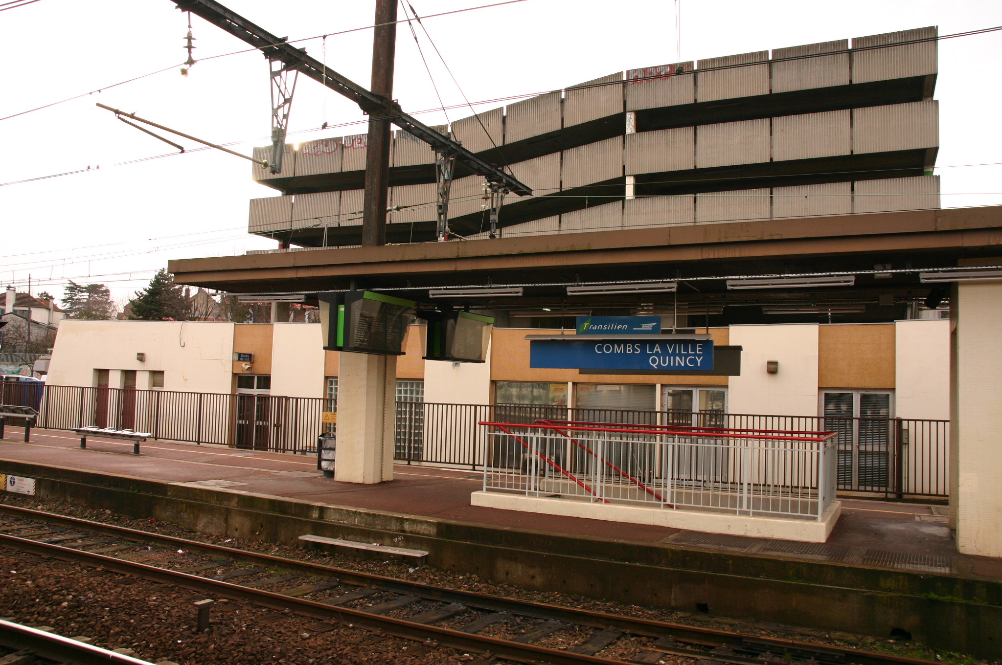 File gare de combs la ville img 9397 jpg wikimedia commons for Piscine mantes la ville