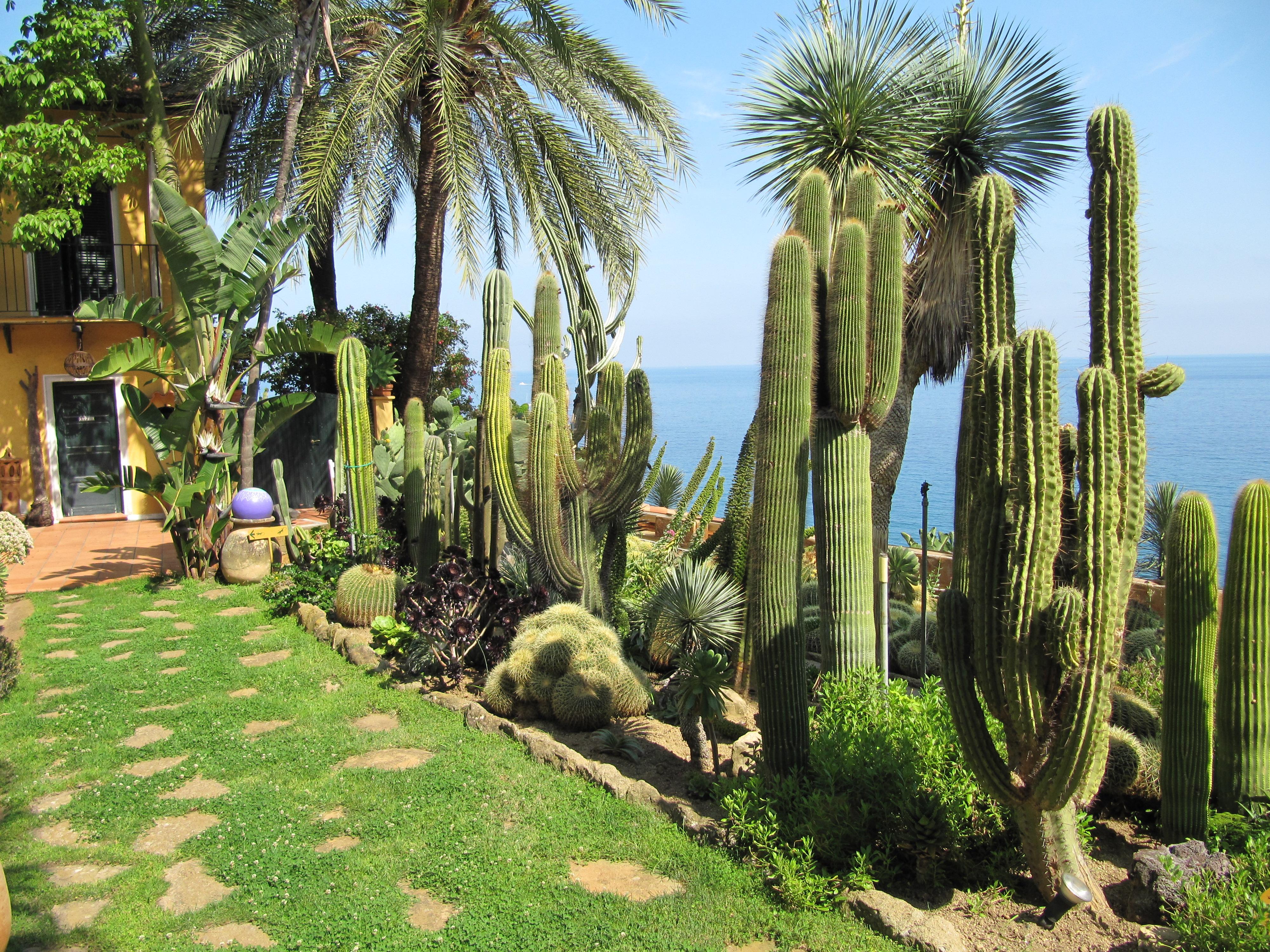 Jardin Galet Decoratif En Pente Tuile