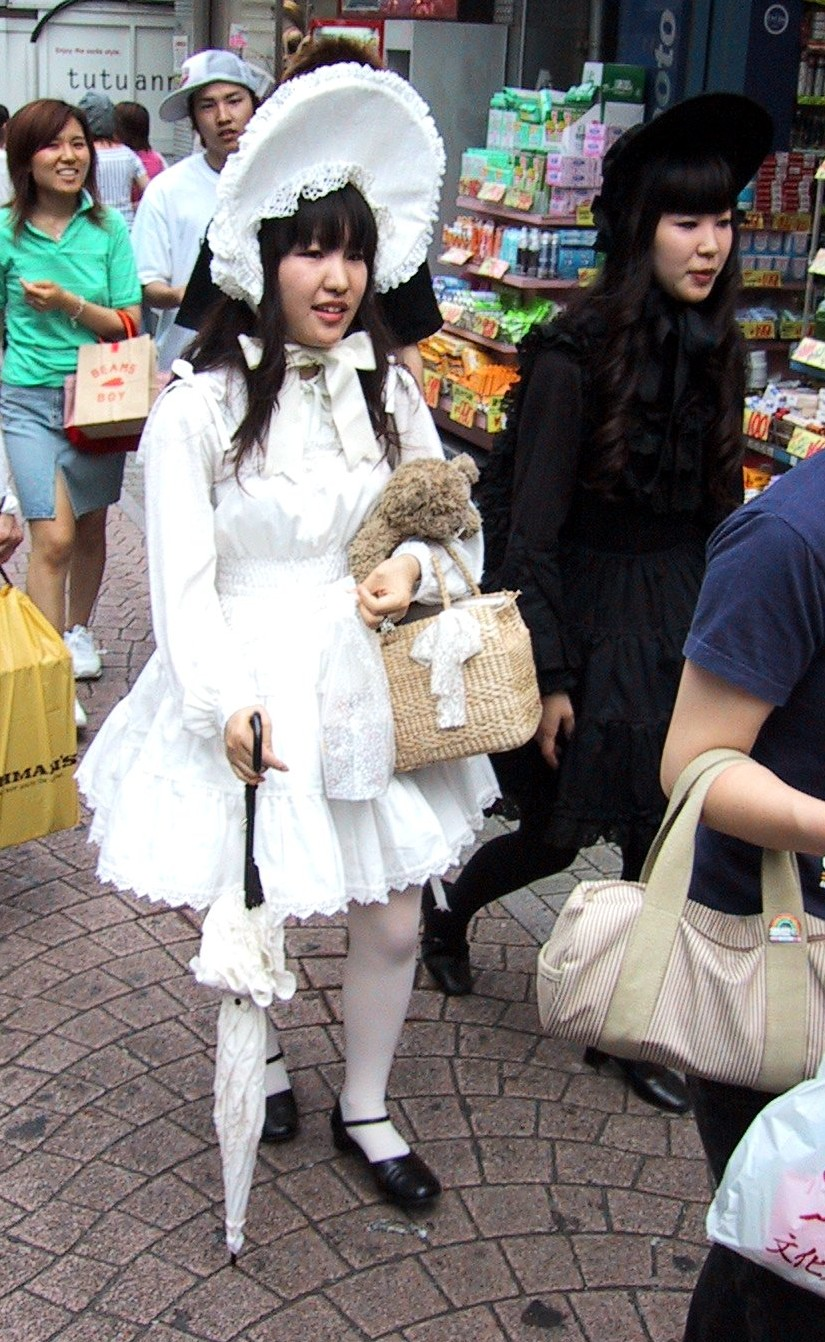 la moda... ¿moda? Gothic_lolita_takeshita_street