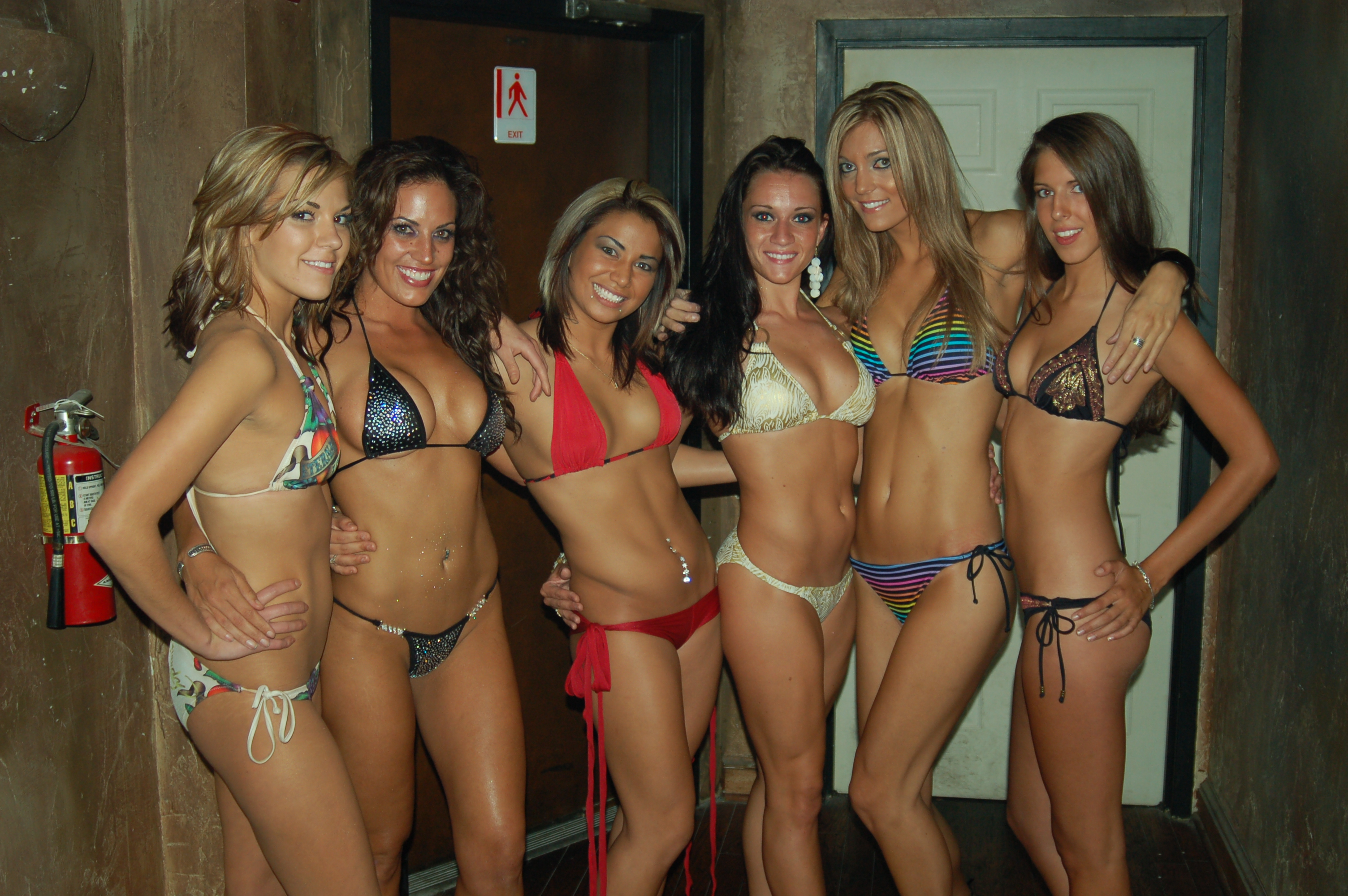 Description Group photo of women wearing bikinis.jpg
