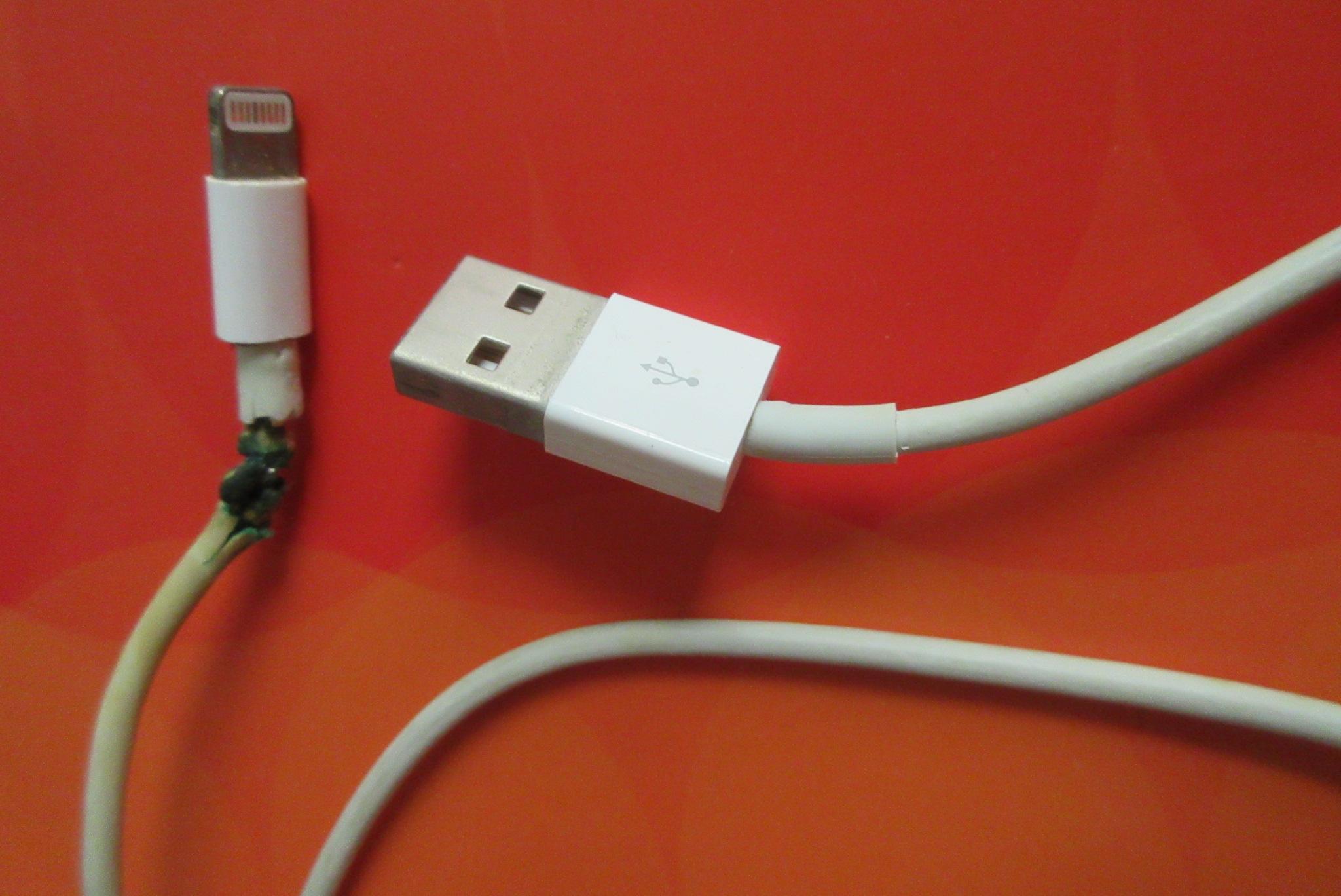 qualité-supérieure sortie de gros produits de qualité File:HK while damaged cable USB Apple Type-A plugs iPhone ...