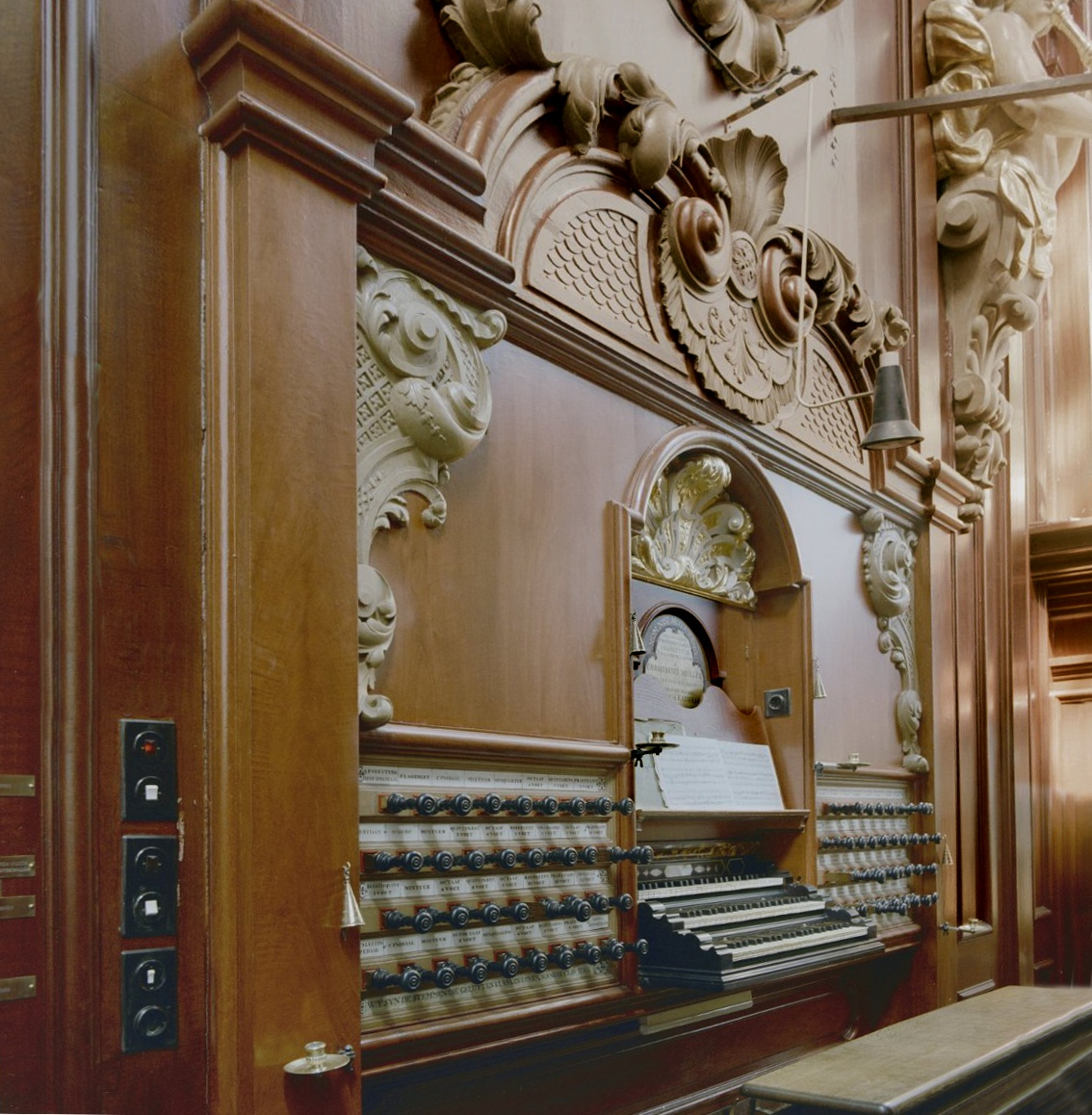 File interieur klaviatuur van het orgel haarlem for Interieur haarlem