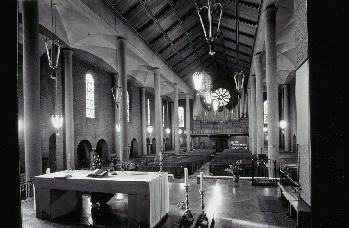 bestand interieur overzicht richting het orgel horst