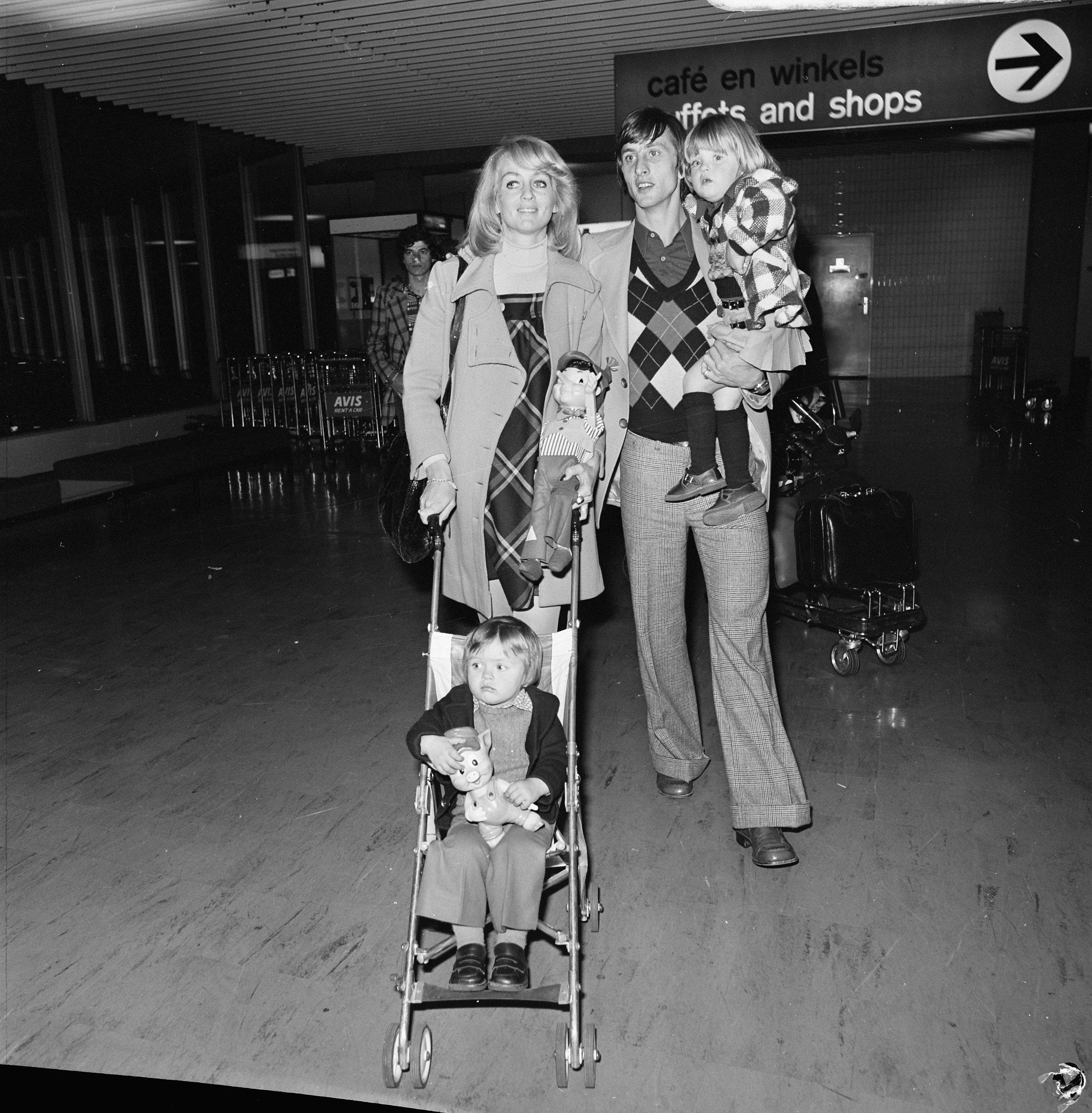 Filejohan Cruyff Met Echtgenote Danny En Kinderen Chantal