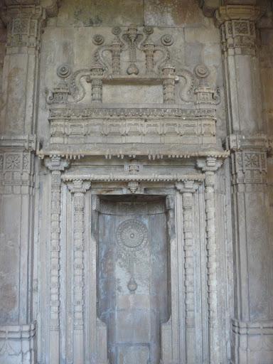 File:Kevada Masjid, Champaner 04.JPG