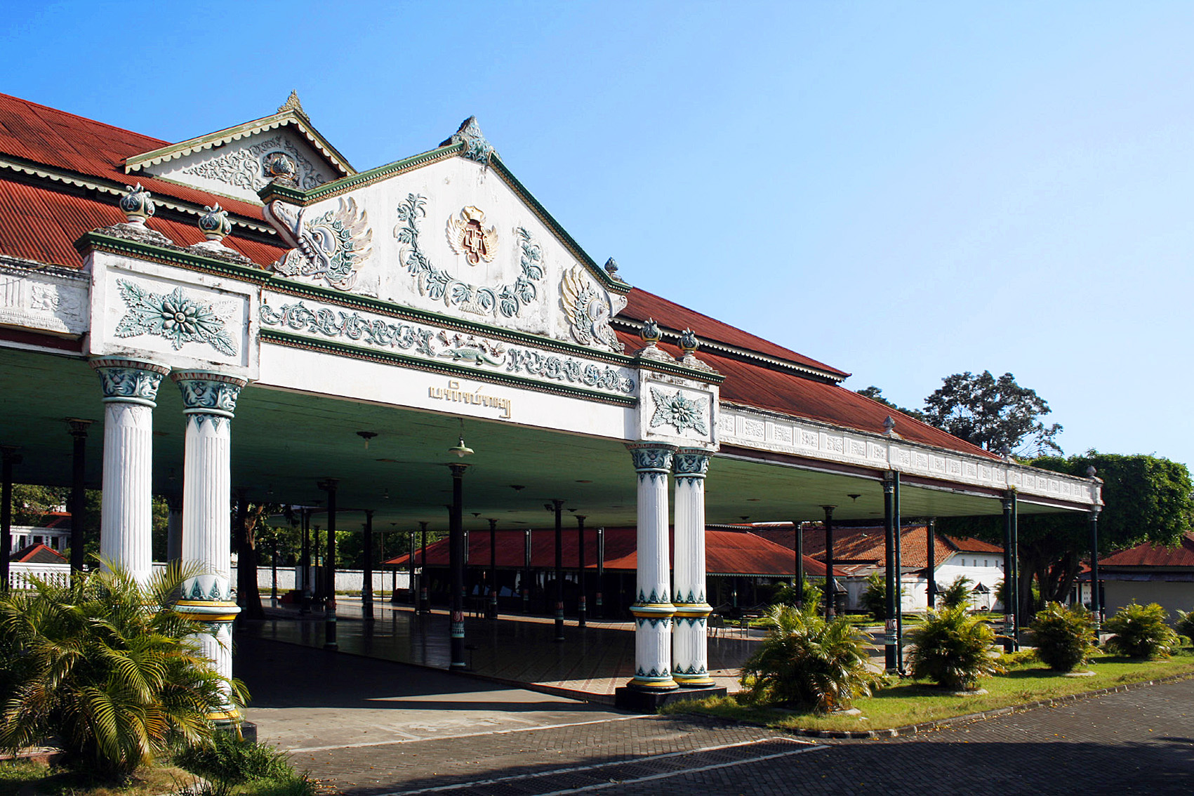 File:Kraton Yogyakarta Pagelaran.jpg - Wikimedia Commons