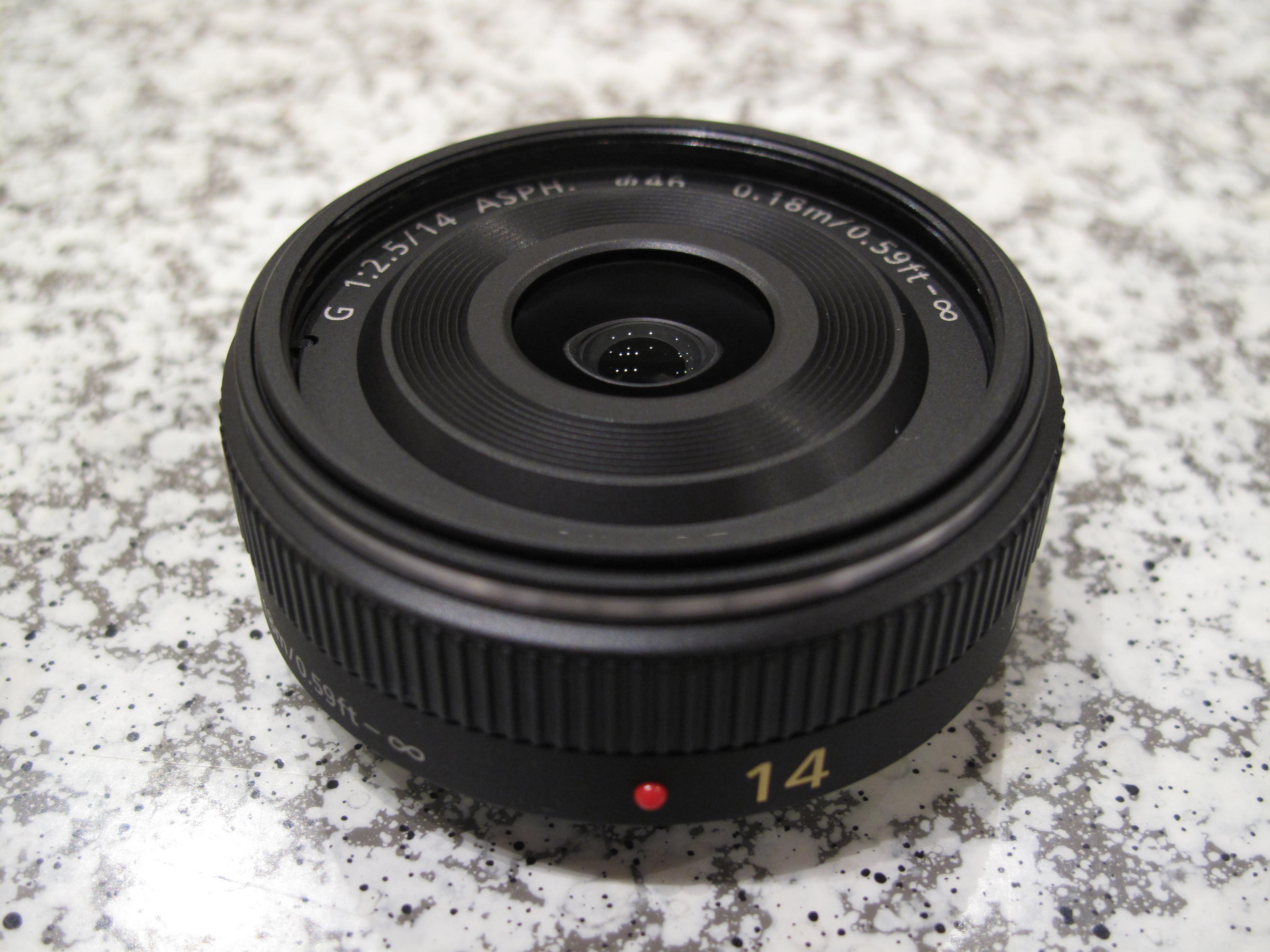 File:LUMIX G 14mm-F2.5 ASPH. (6574627925).jpg - Wikimedia Commons