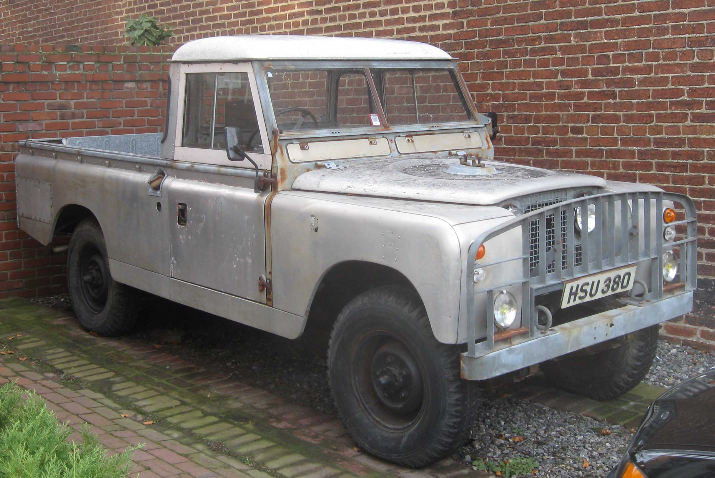 Land_Rover_pickup.jpg