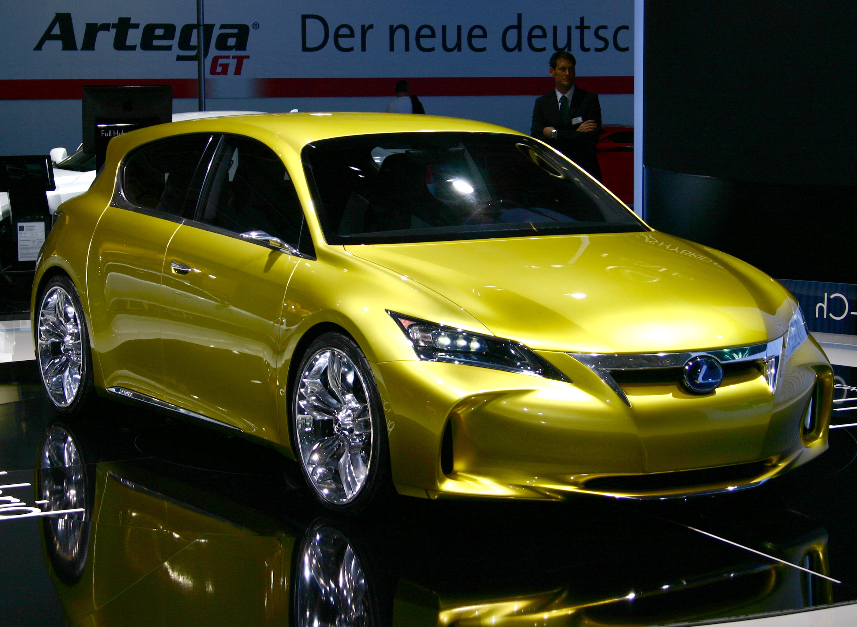 https://upload.wikimedia.org/wikipedia/commons/3/33/Lexus_LF-Ch_Hybrid_Concept_IAA_2009.jpg