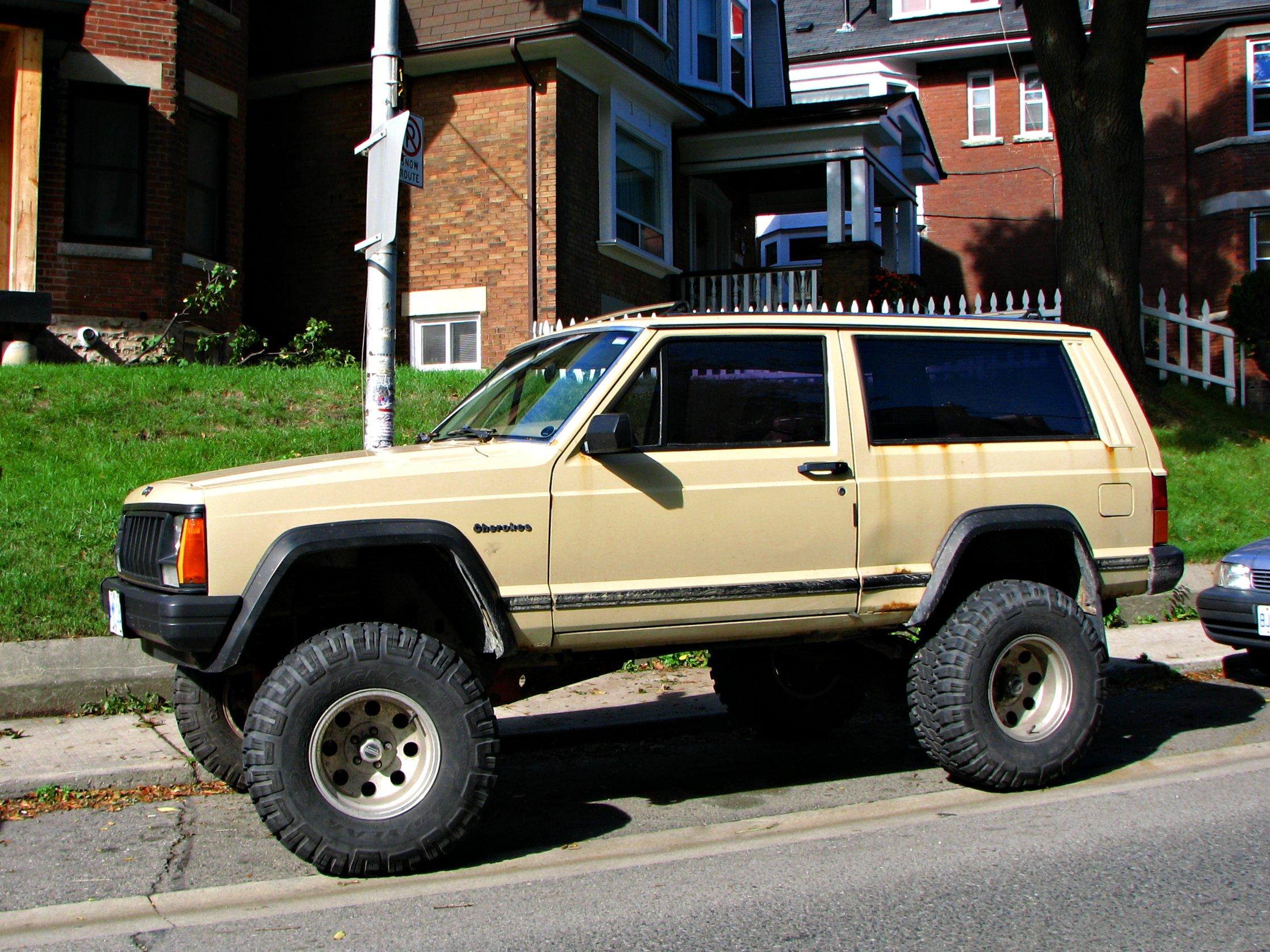 Lifted Jeep Cherokee >> File Lifted Jeep Cherokee Xj 5036078085 Jpg Wikimedia