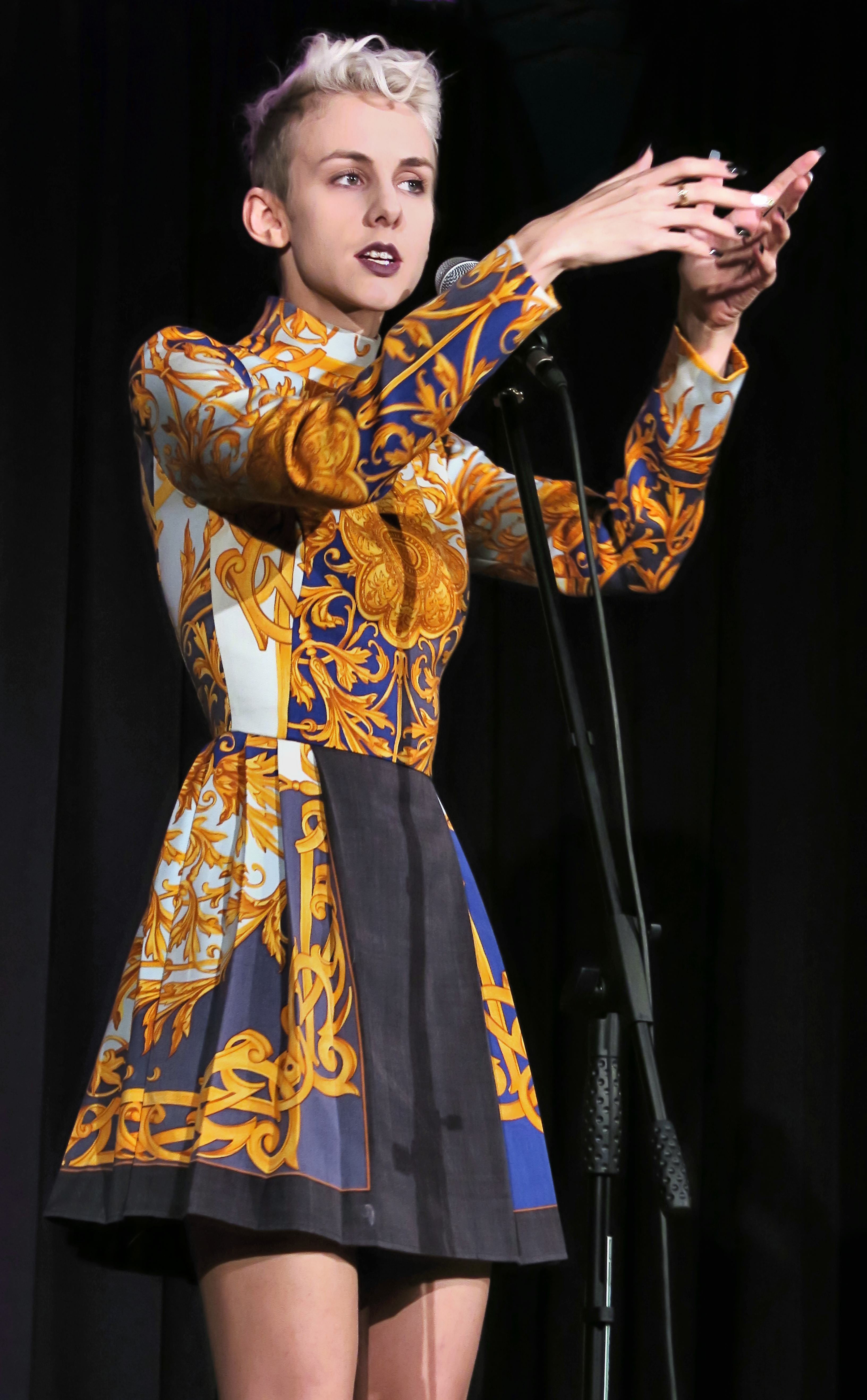 Lisa Eckhart Outfit