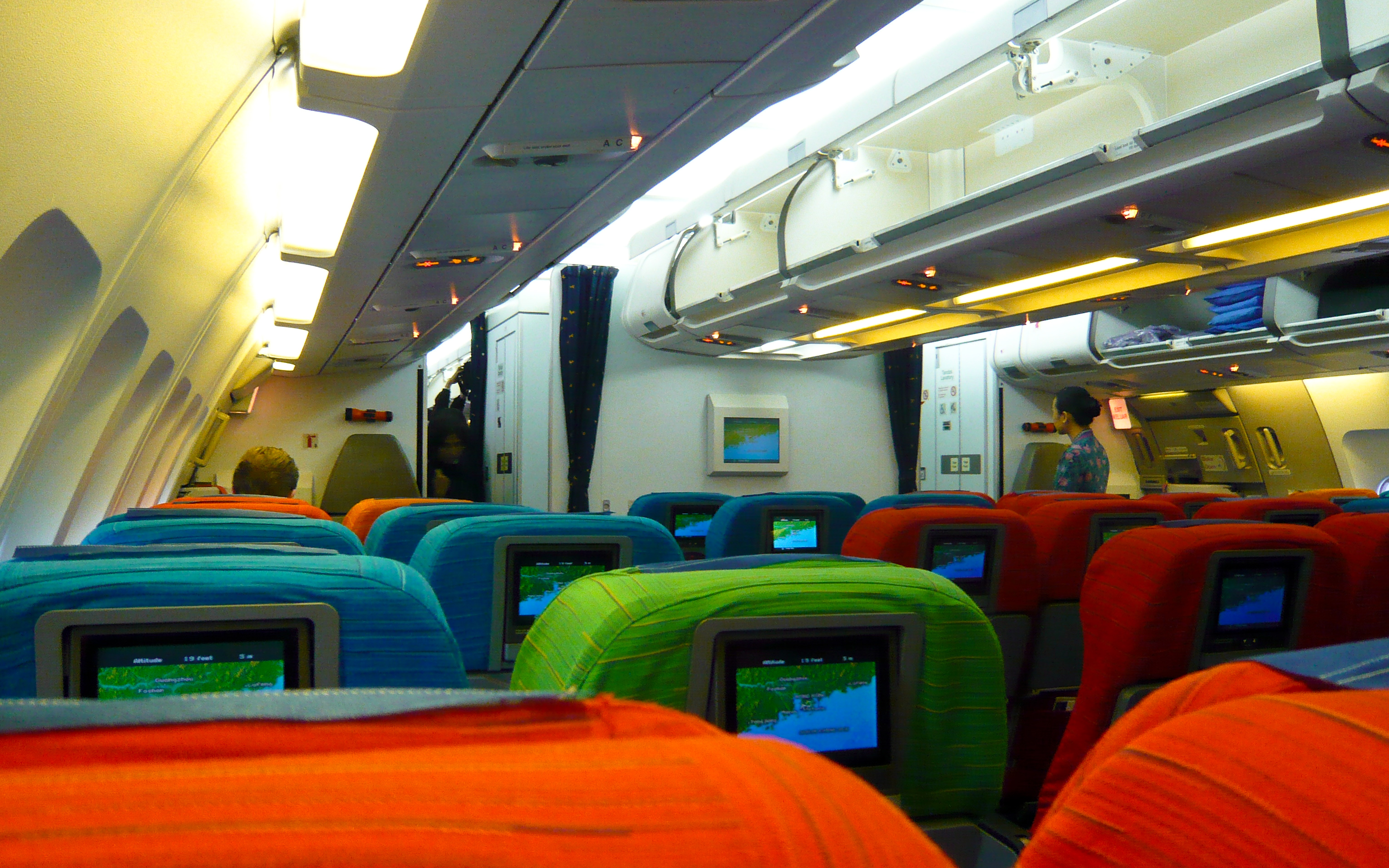 Описание Malaysia Airlines A330 economy cabin