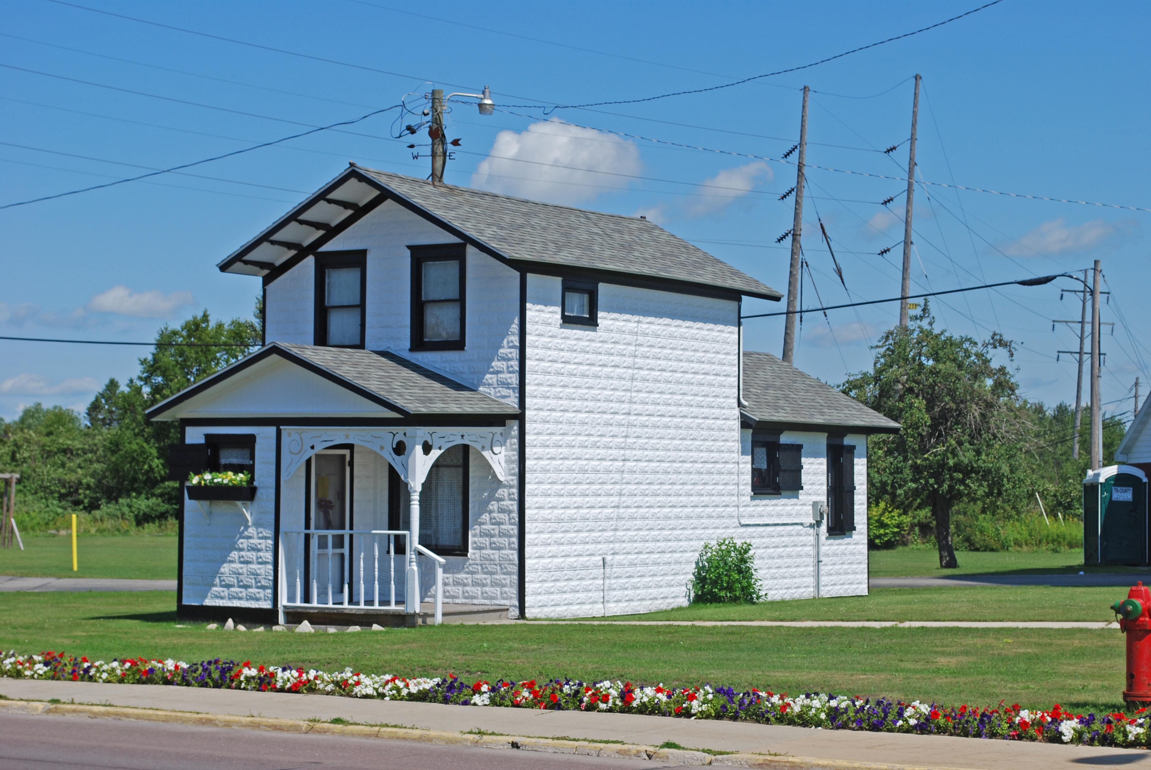 Manistique (MI) United States  City pictures : Description Manistique Pumping Station House Manistique MI 2009