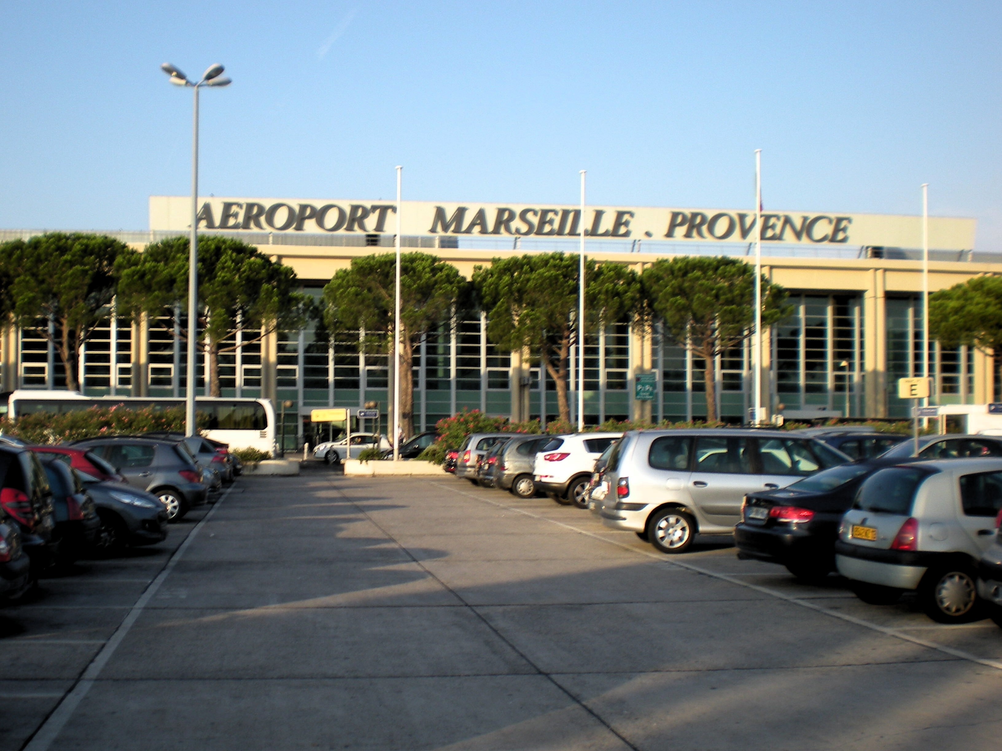how to get to marseille airport