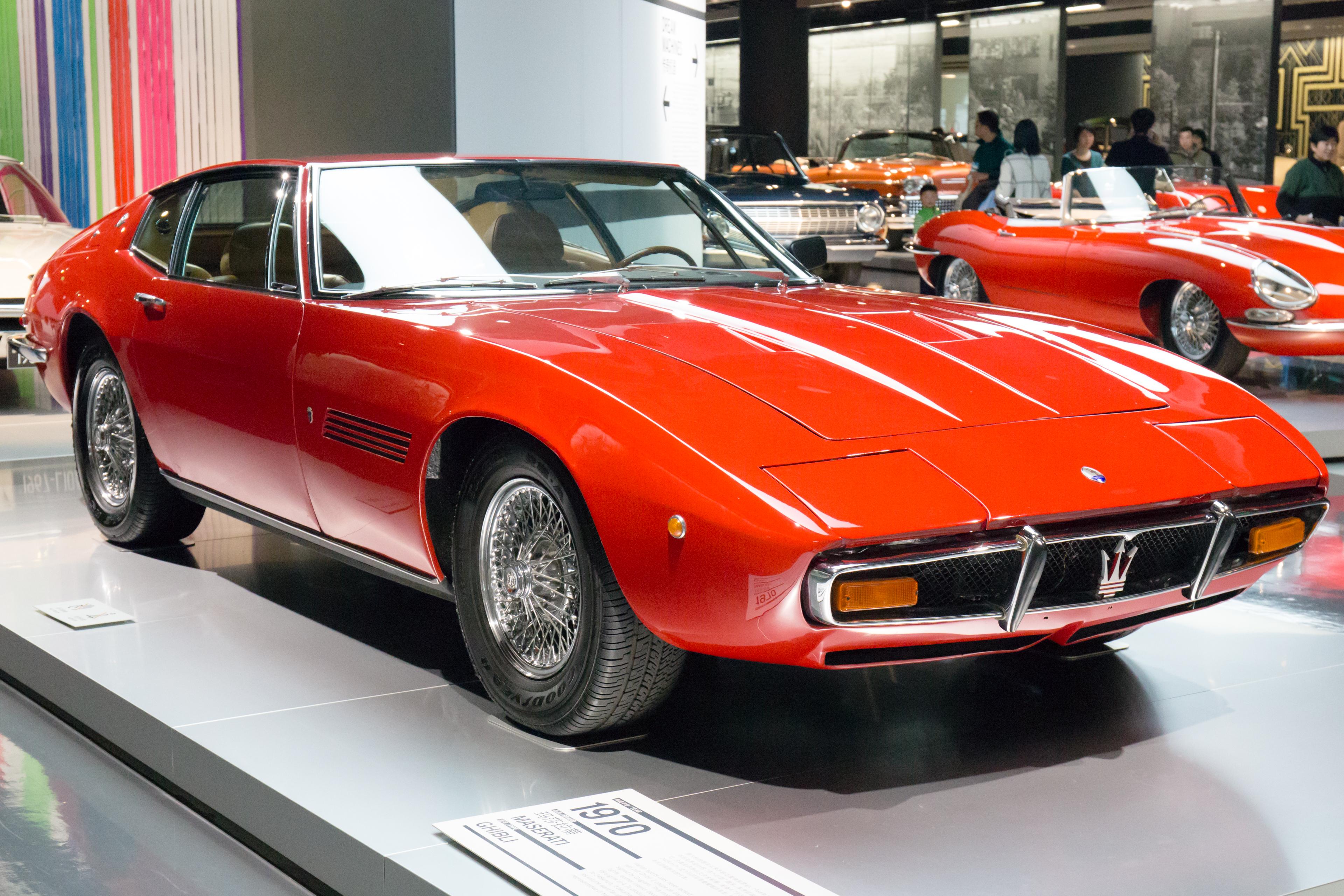 Maserati Ghibli front-right 2016 Shanghai Auto Museum.jpg